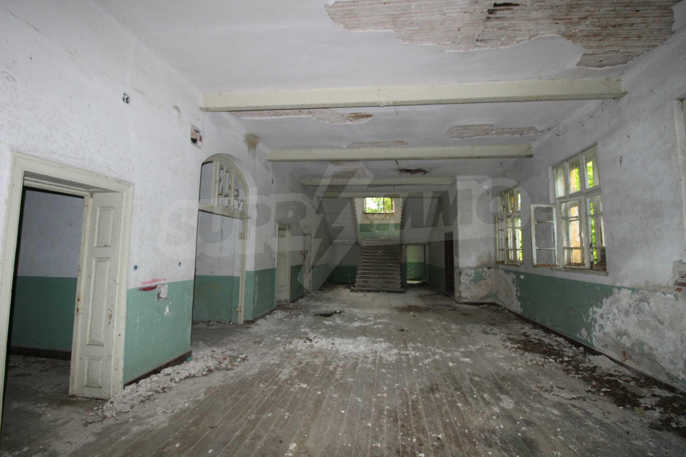Масивна двуетажна  сграда на 27 км от Велико Търново 10