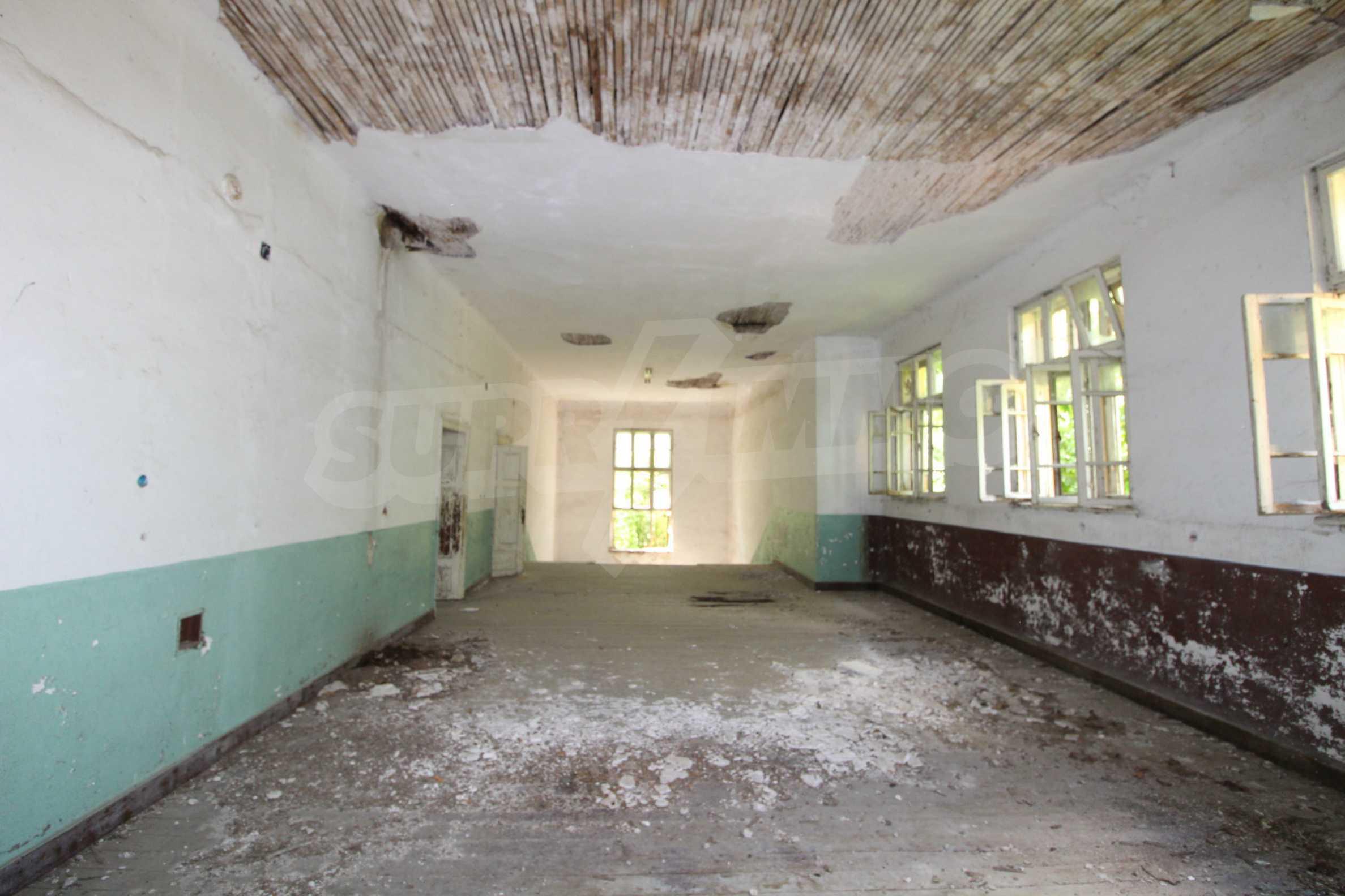 Масивна двуетажна  сграда на 27 км от Велико Търново 19