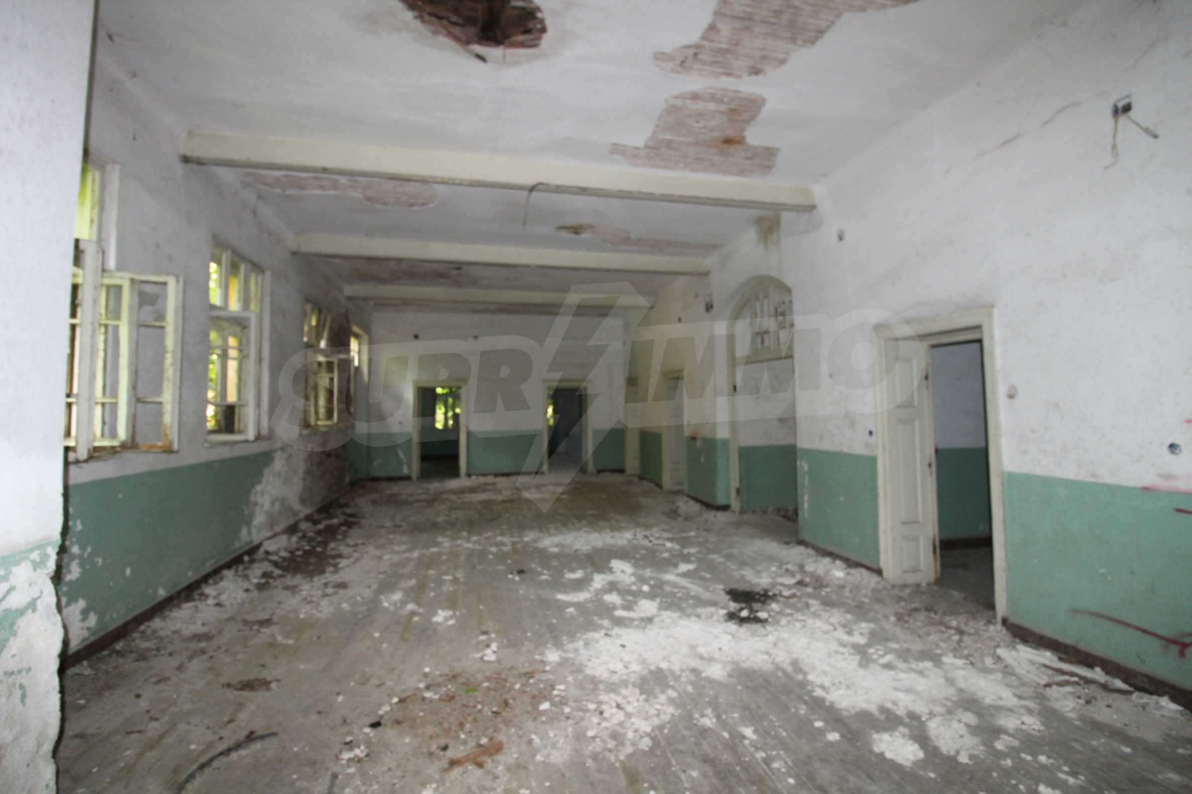 Масивна двуетажна  сграда на 27 км от Велико Търново 26