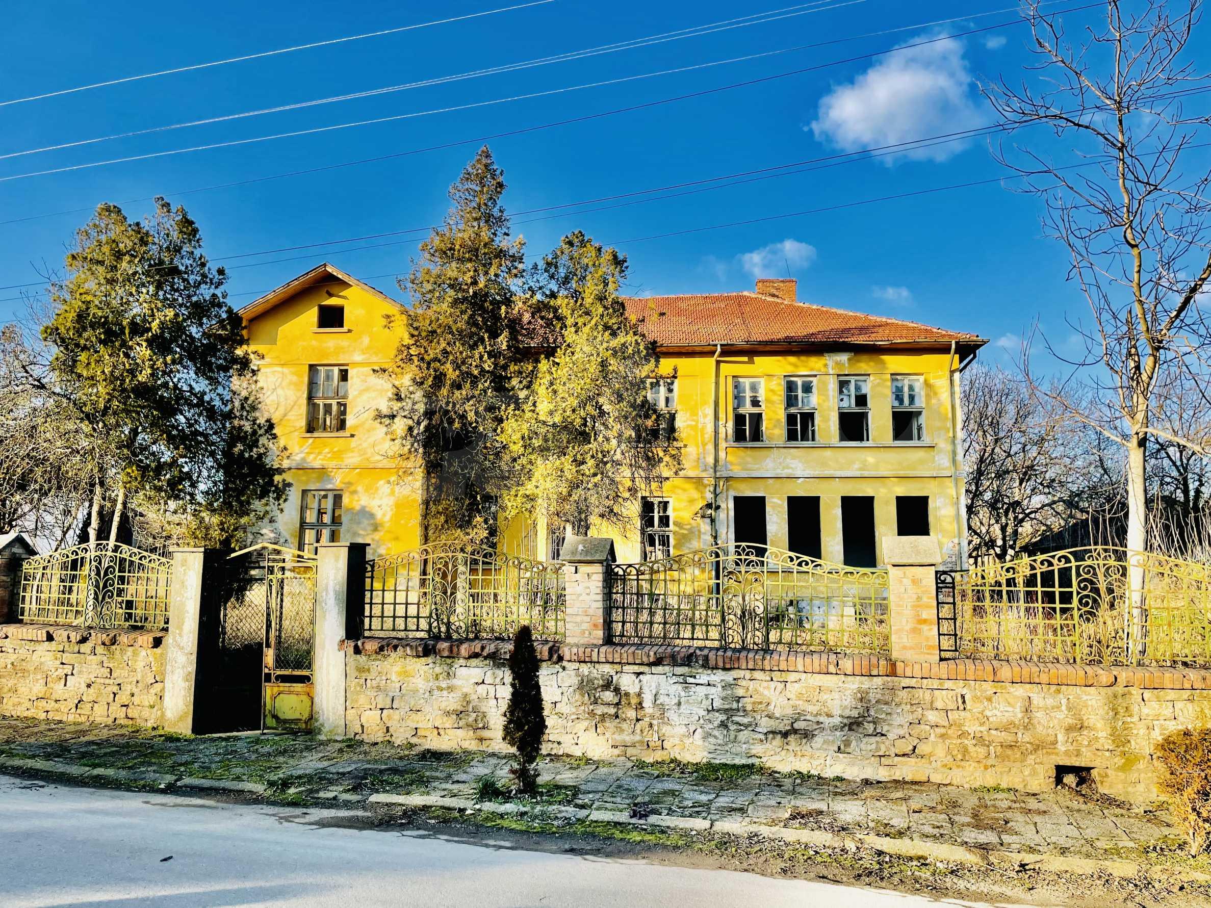 Масивна двуетажна  сграда на 27 км от Велико Търново 2