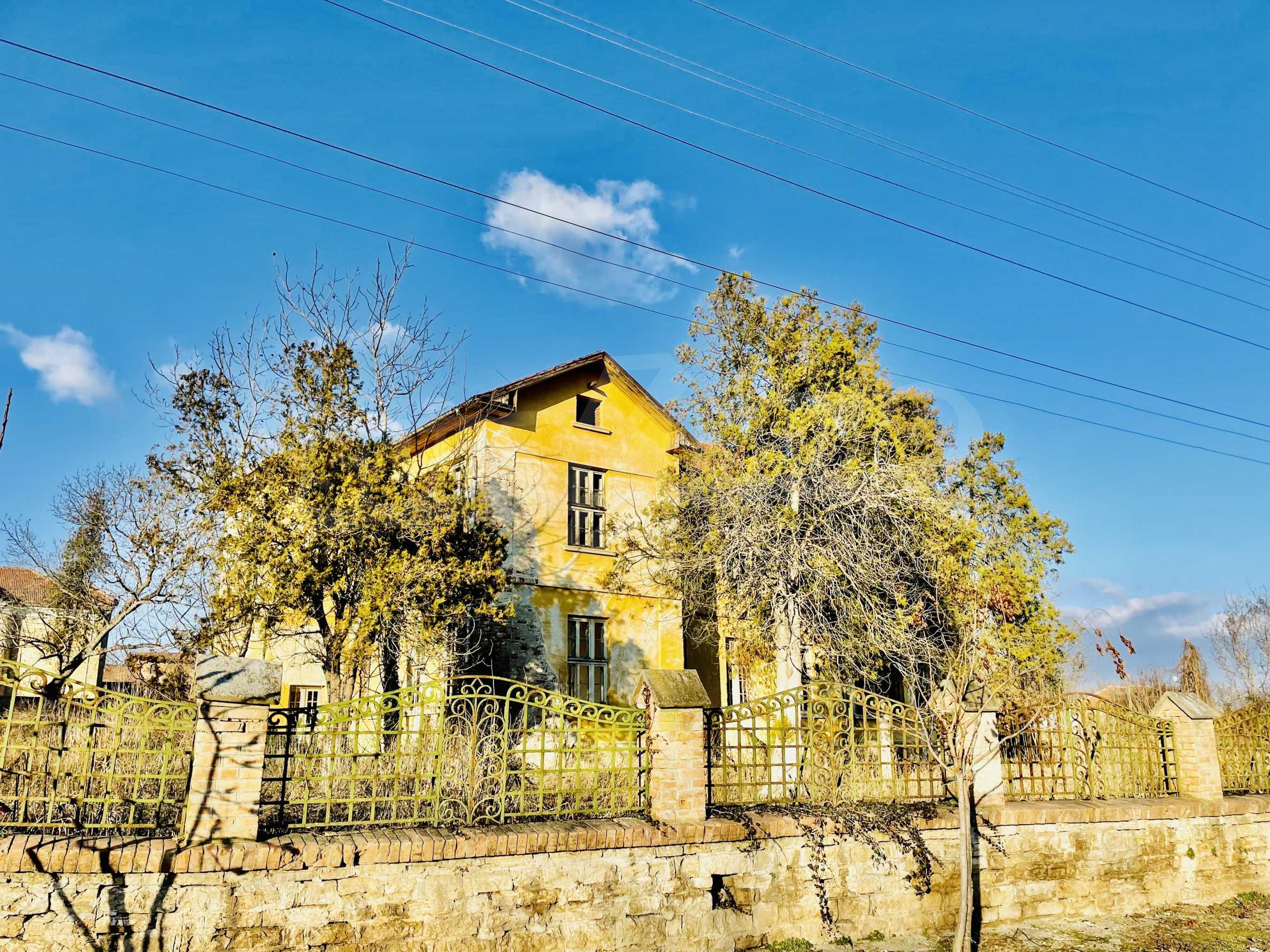 Масивна двуетажна  сграда на 27 км от Велико Търново 4