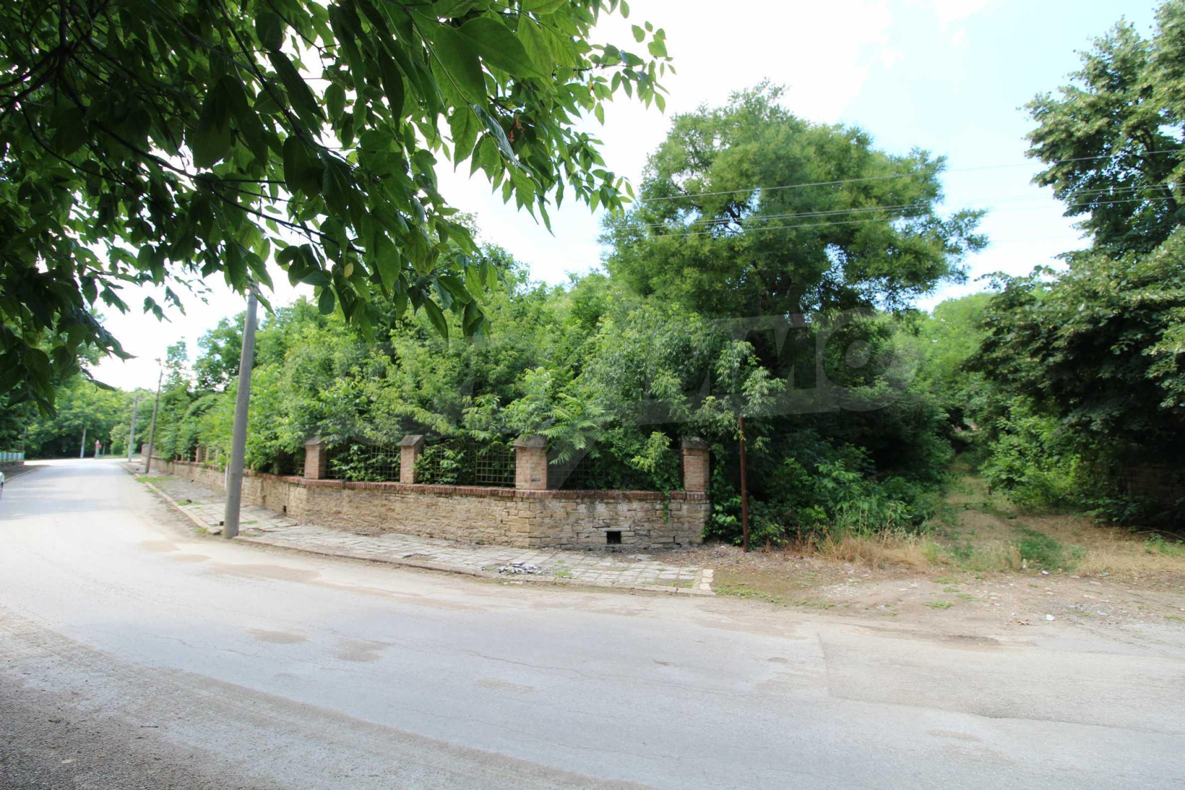 Масивна двуетажна  сграда на 27 км от Велико Търново 6