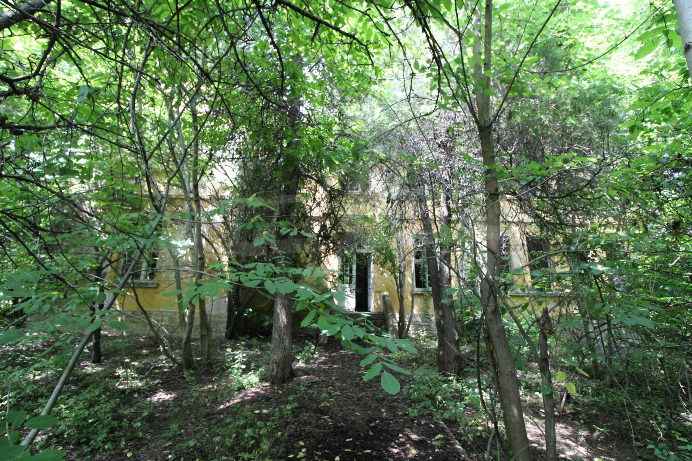 Масивна двуетажна  сграда на 27 км от Велико Търново 7