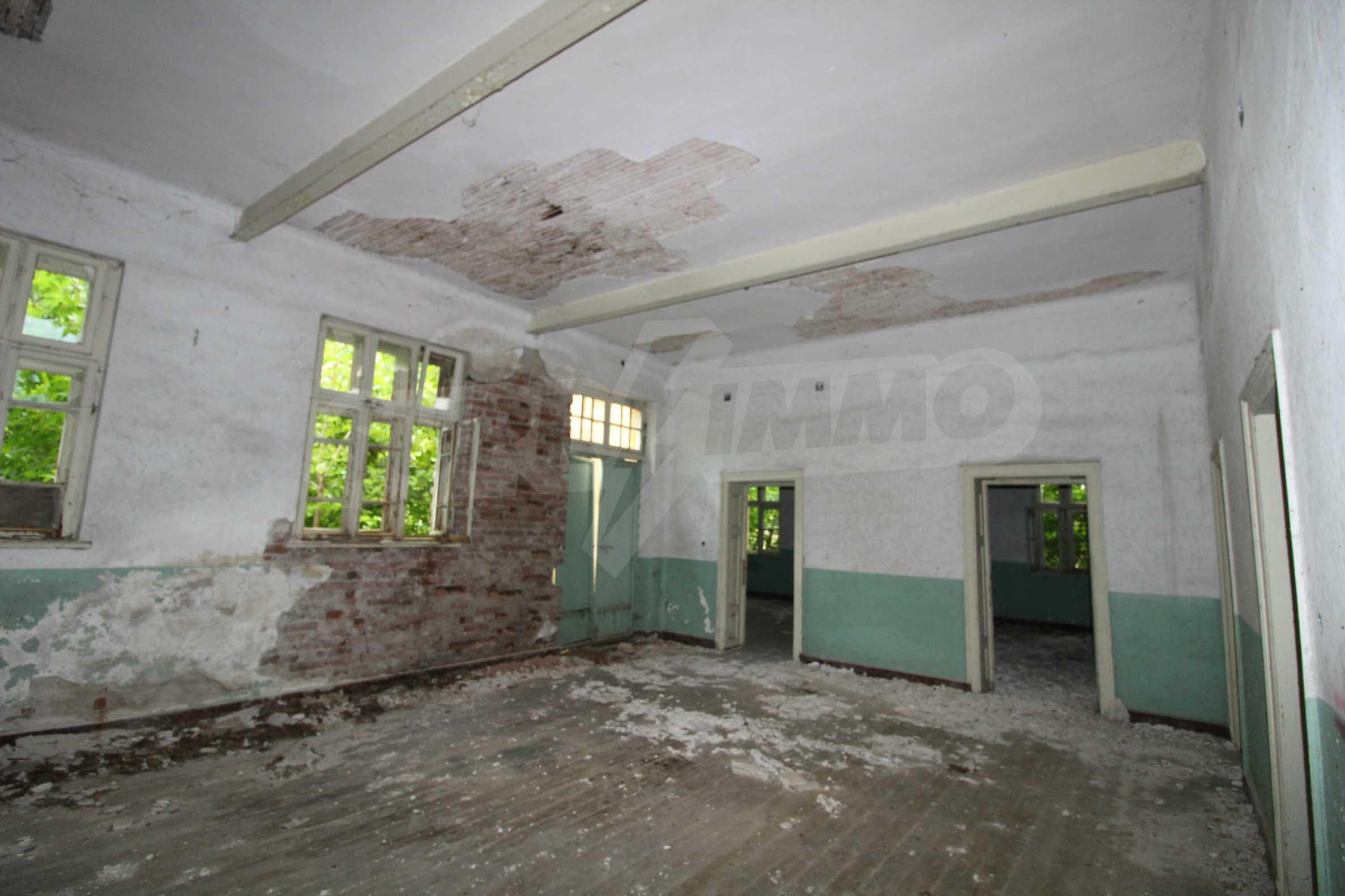 Масивна двуетажна  сграда на 27 км от Велико Търново 8