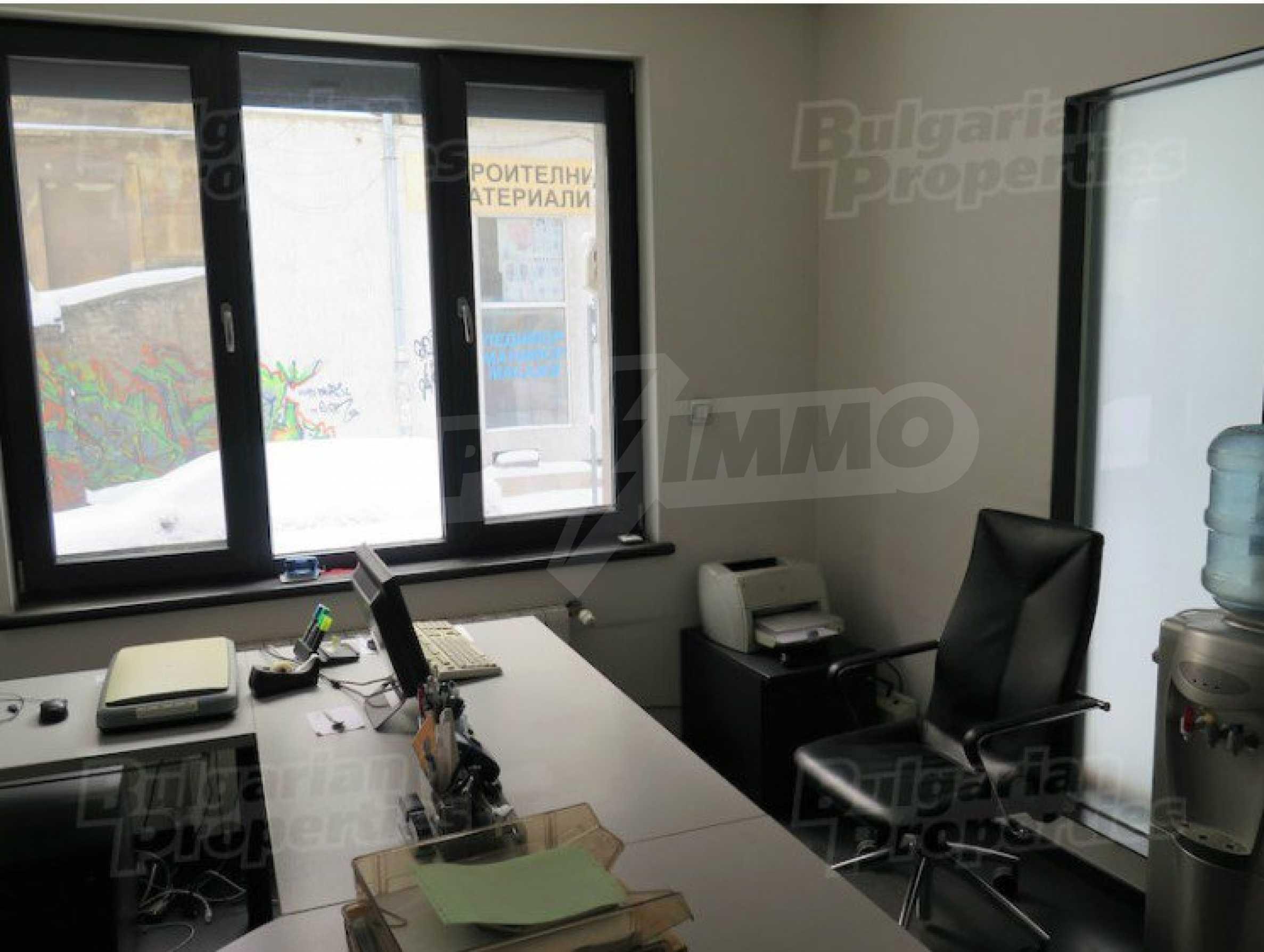 Комуникативен офис до метростанция Лъвов мост 4