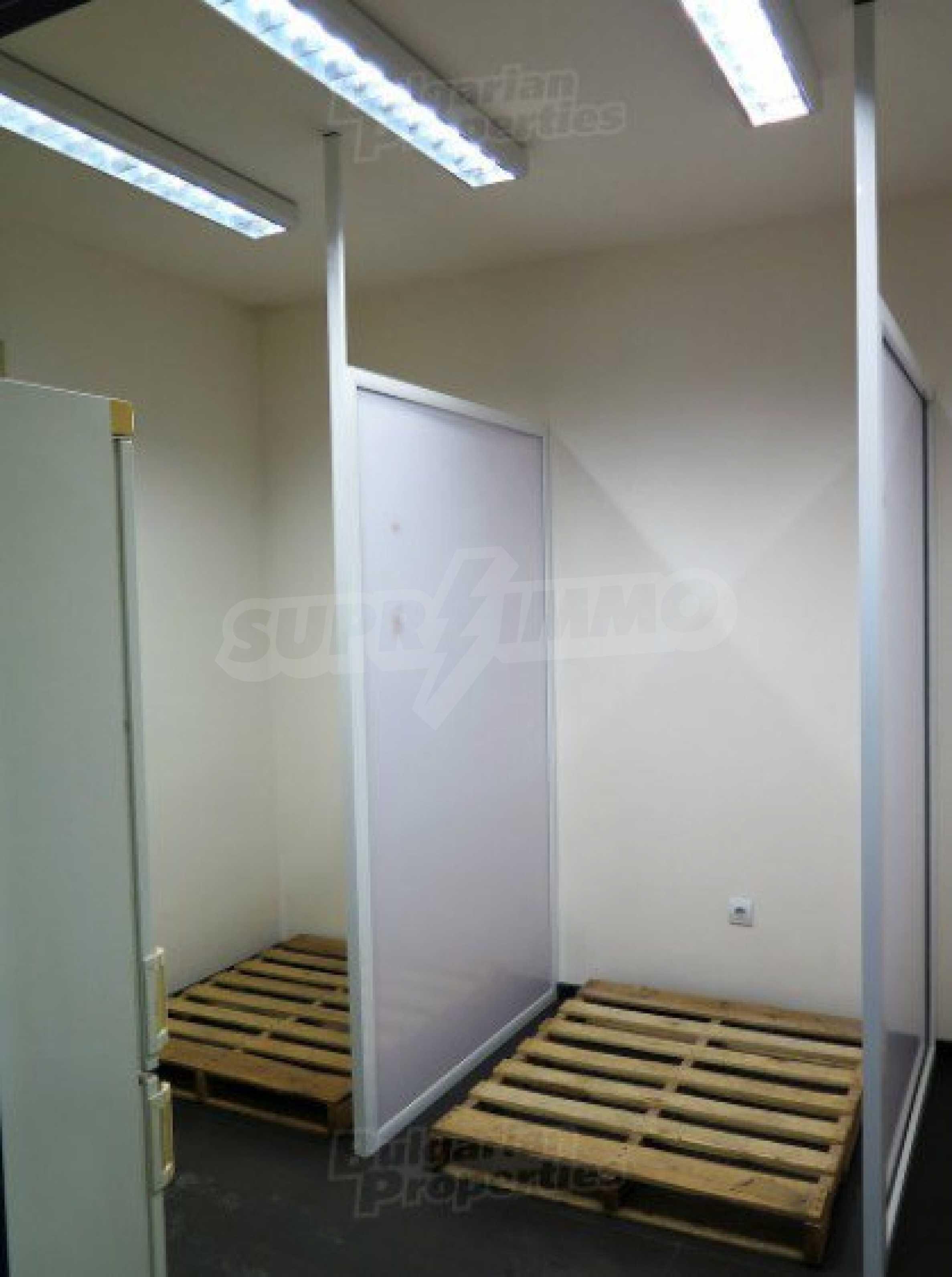 Комуникативен офис до метростанция Лъвов мост 6