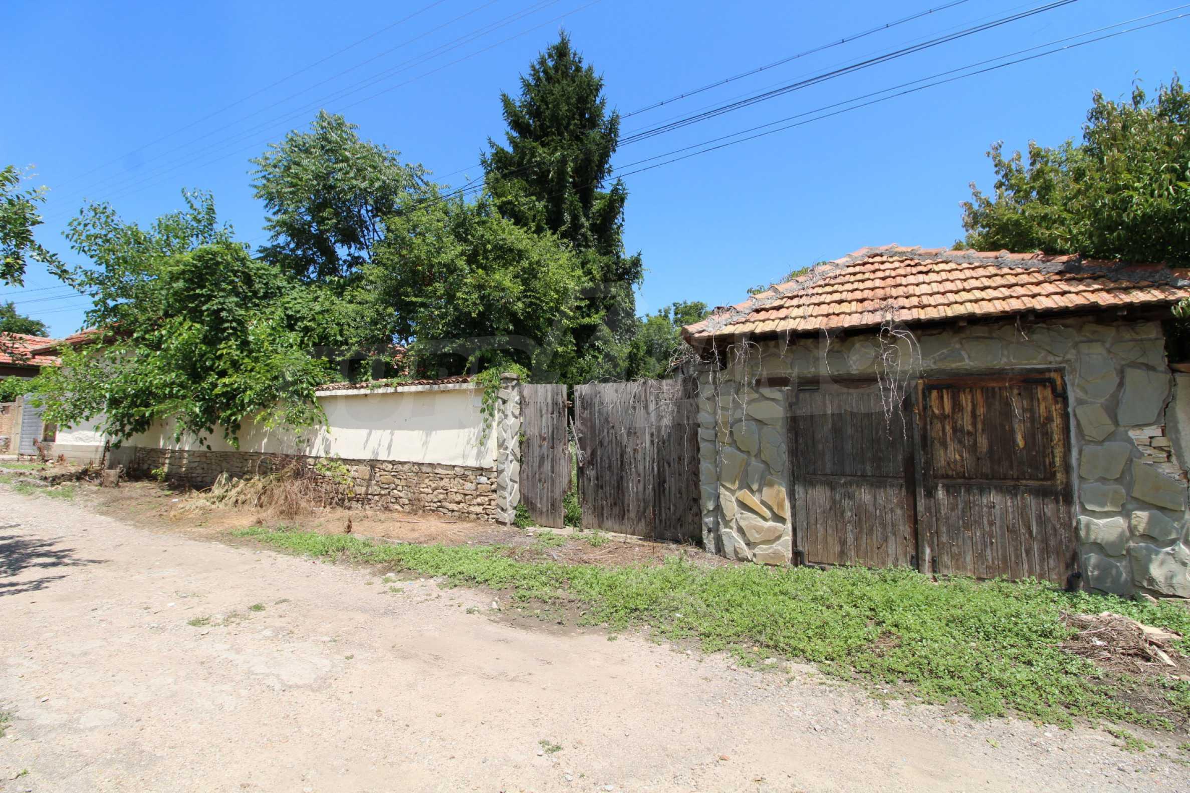 Едноетажна селска къща върху маза на 20 км от Велико Търново  1
