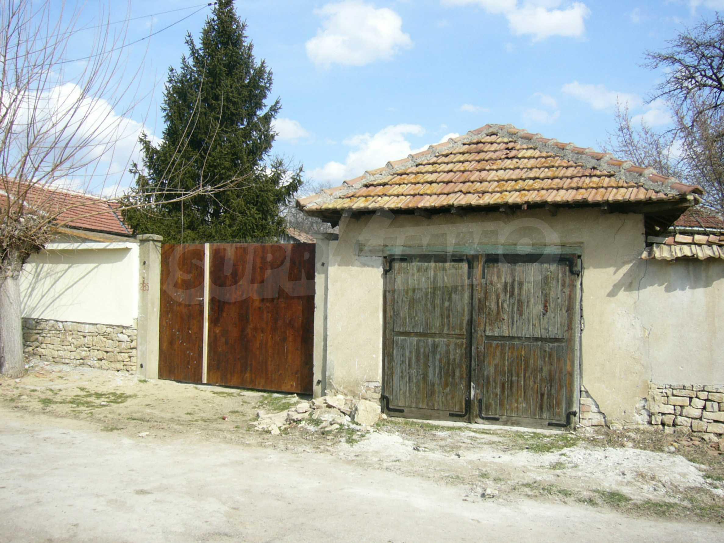 Едноетажна селска къща върху маза на 20 км от Велико Търново  2
