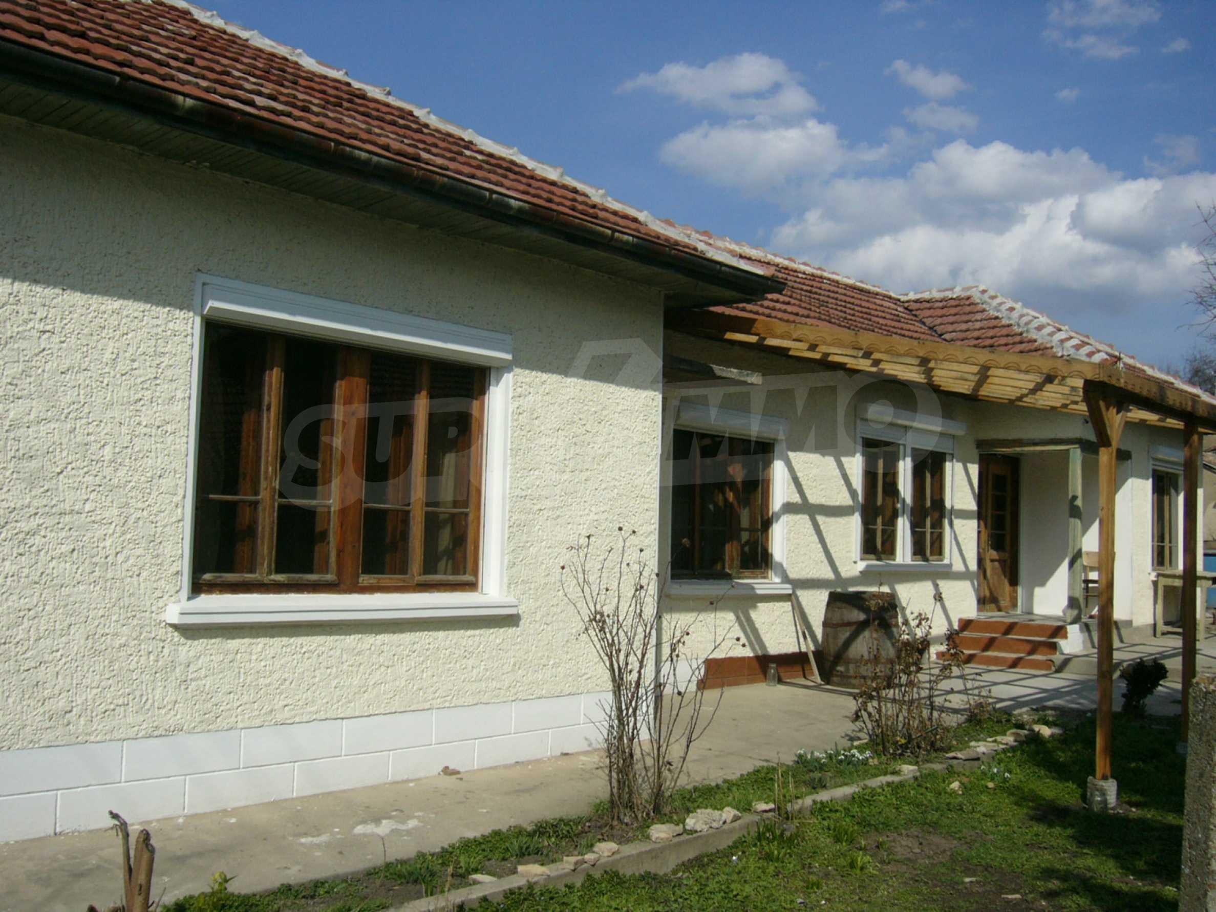 Едноетажна селска къща върху маза на 20 км от Велико Търново  30