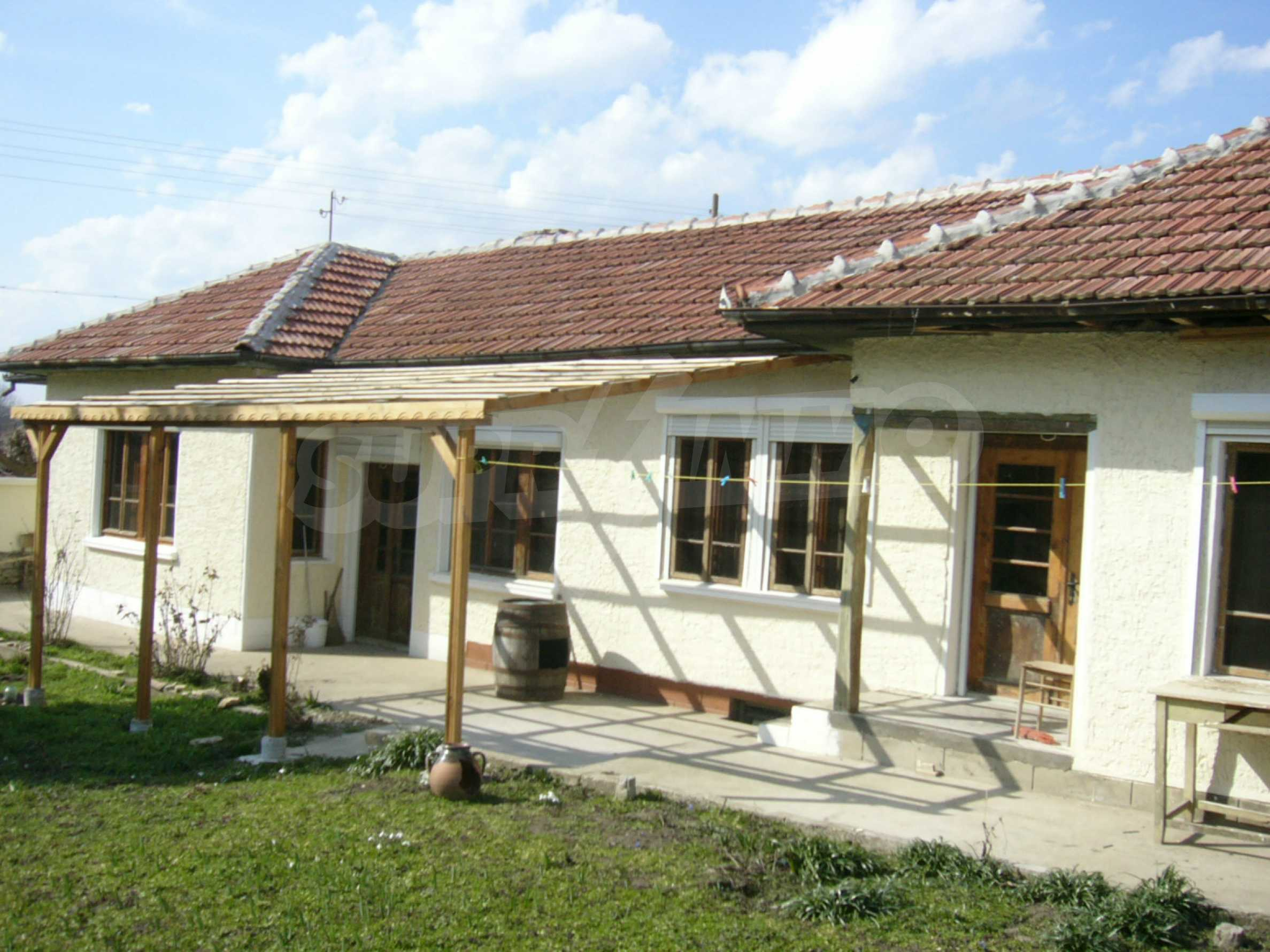 Едноетажна селска къща върху маза на 20 км от Велико Търново  31