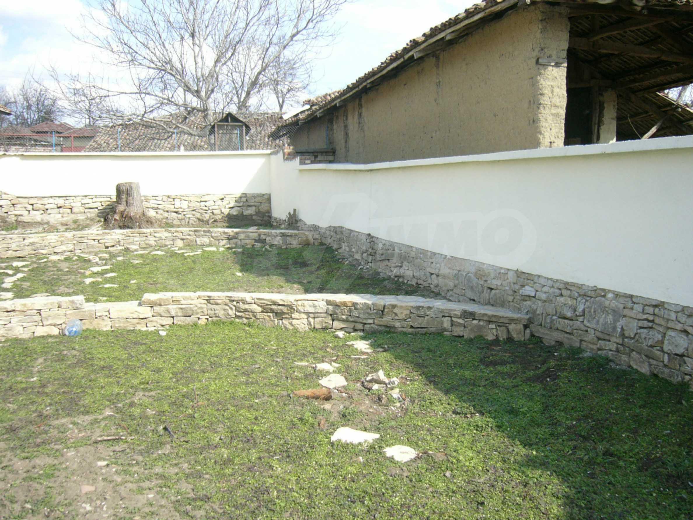 Едноетажна селска къща върху маза на 20 км от Велико Търново  34