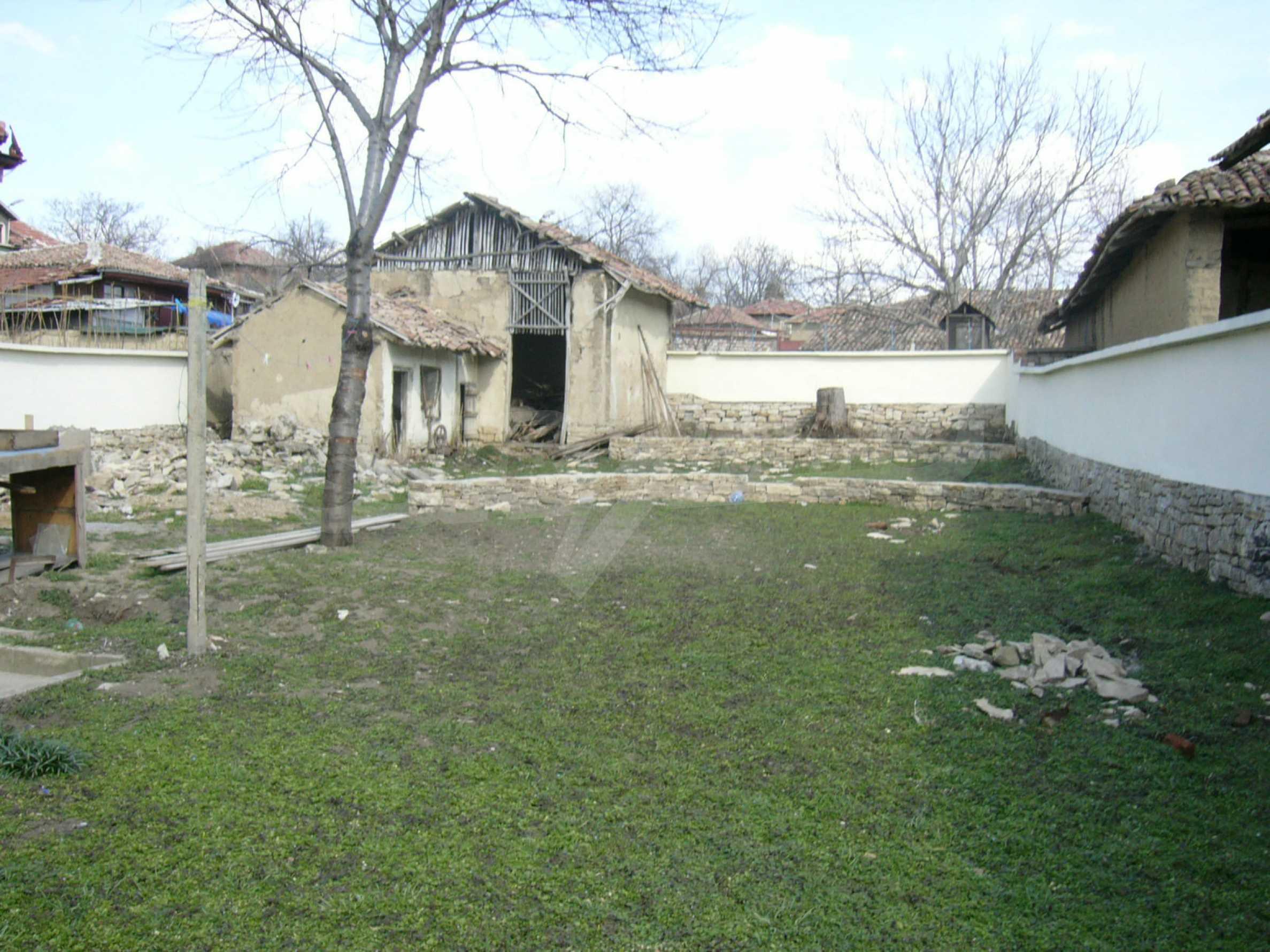 Едноетажна селска къща върху маза на 20 км от Велико Търново  35