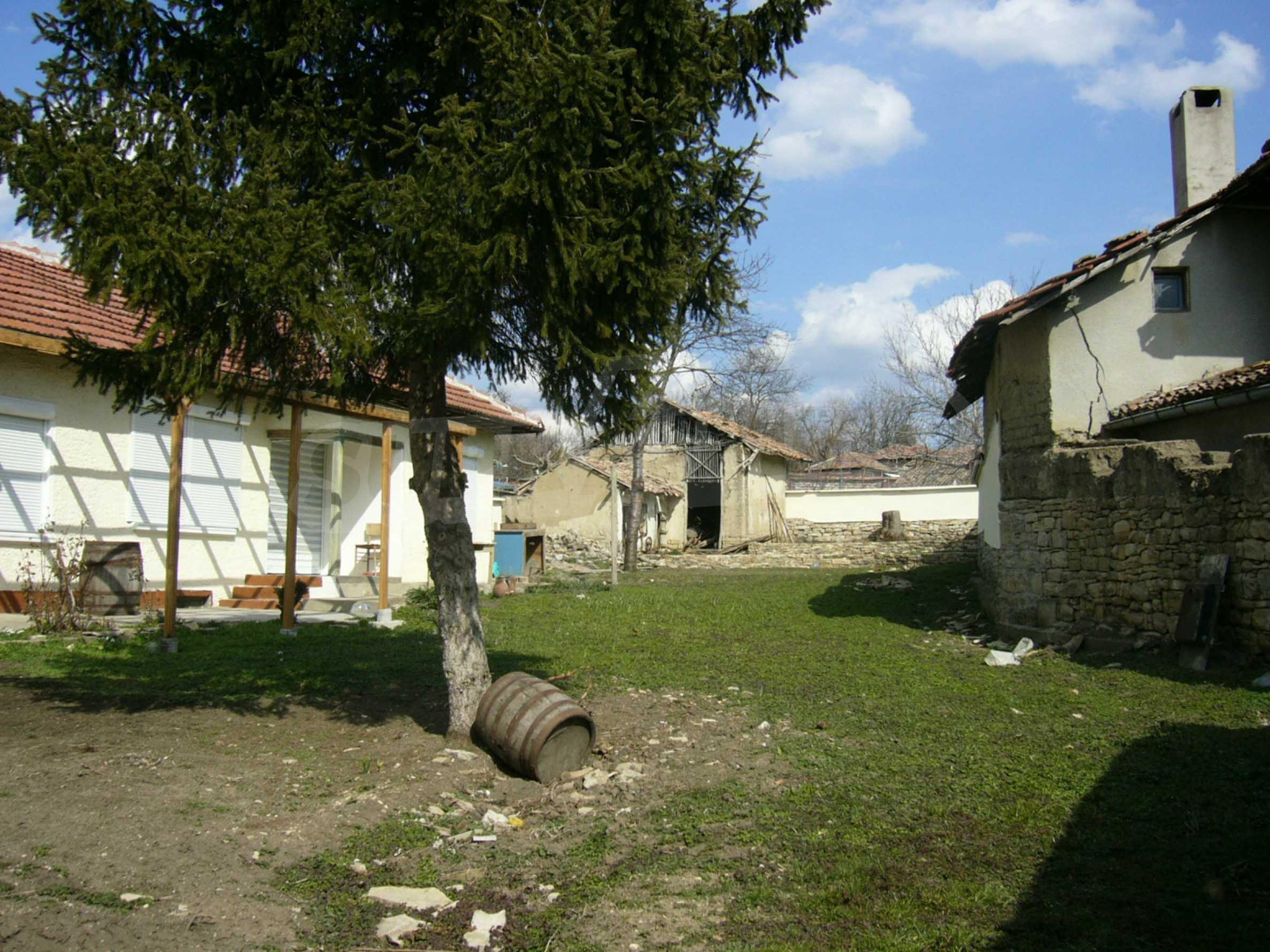 Едноетажна селска къща върху маза на 20 км от Велико Търново  4