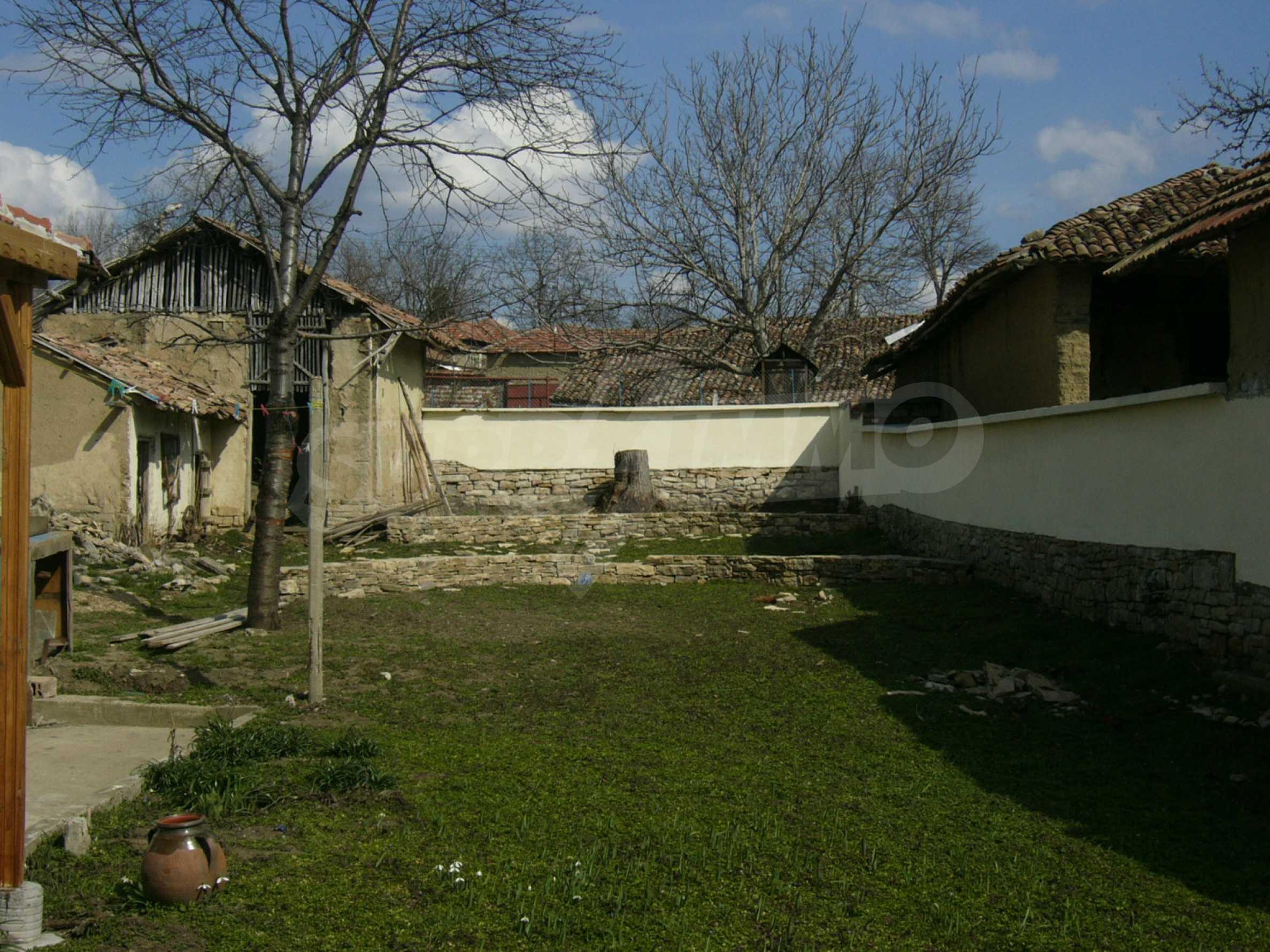 Едноетажна селска къща върху маза на 20 км от Велико Търново  6