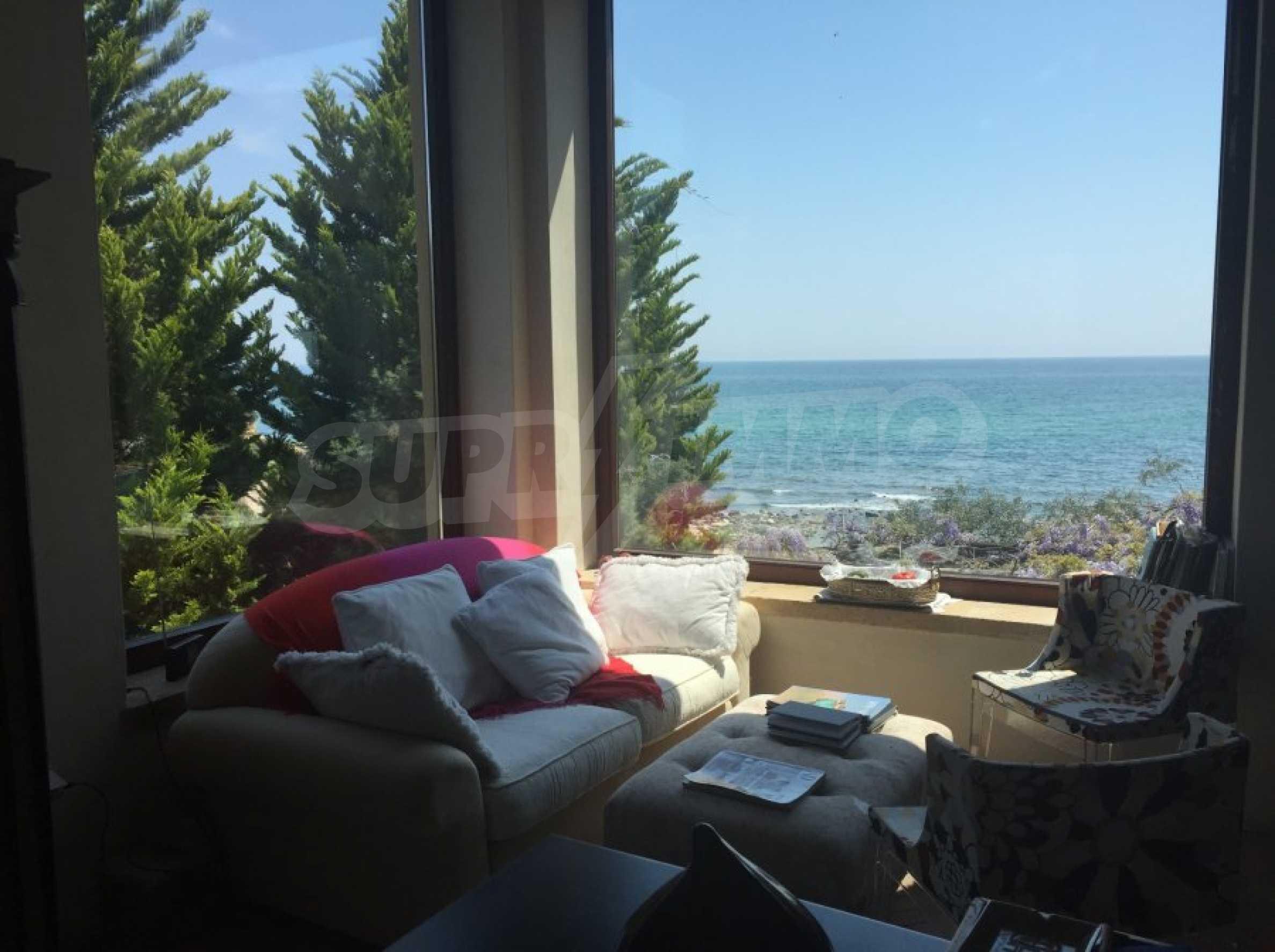 Вила с панорамна гледка към морето 22