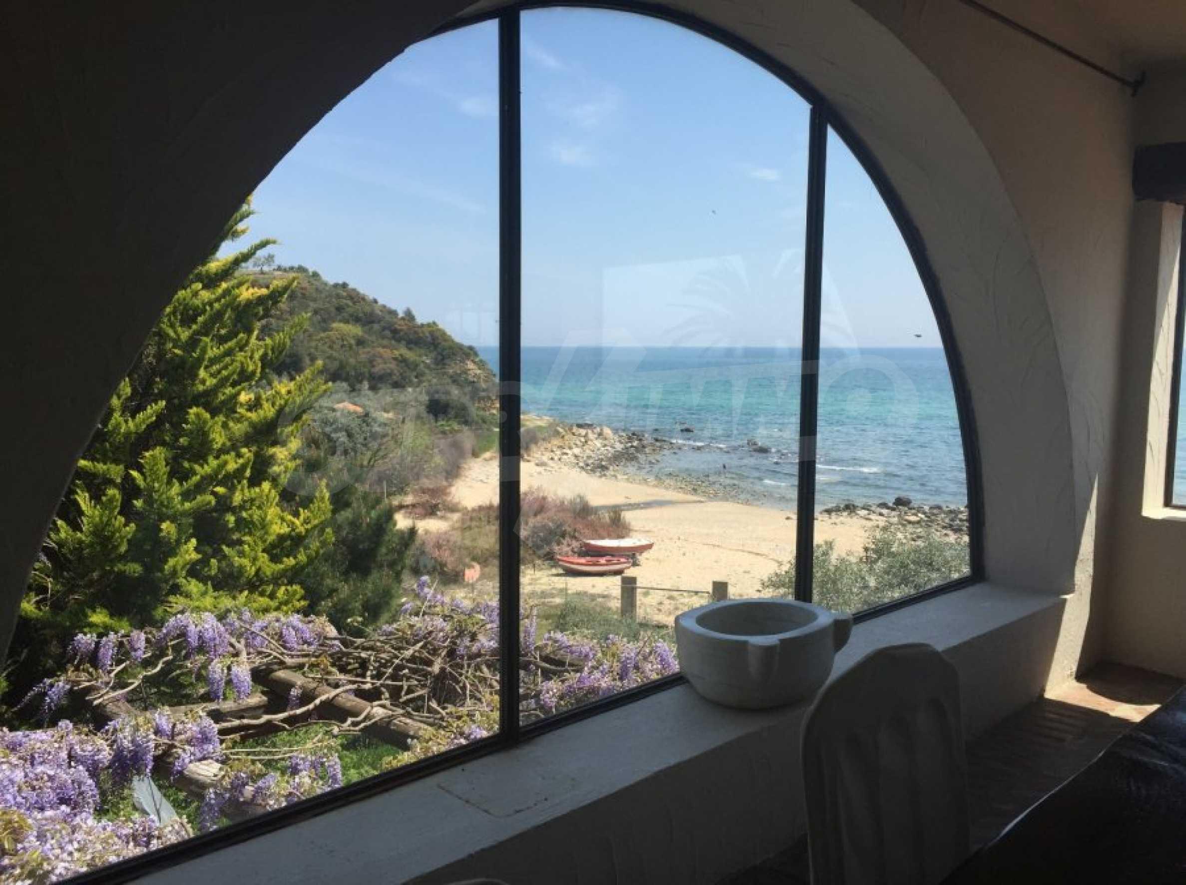 Вила с панорамна гледка към морето 23