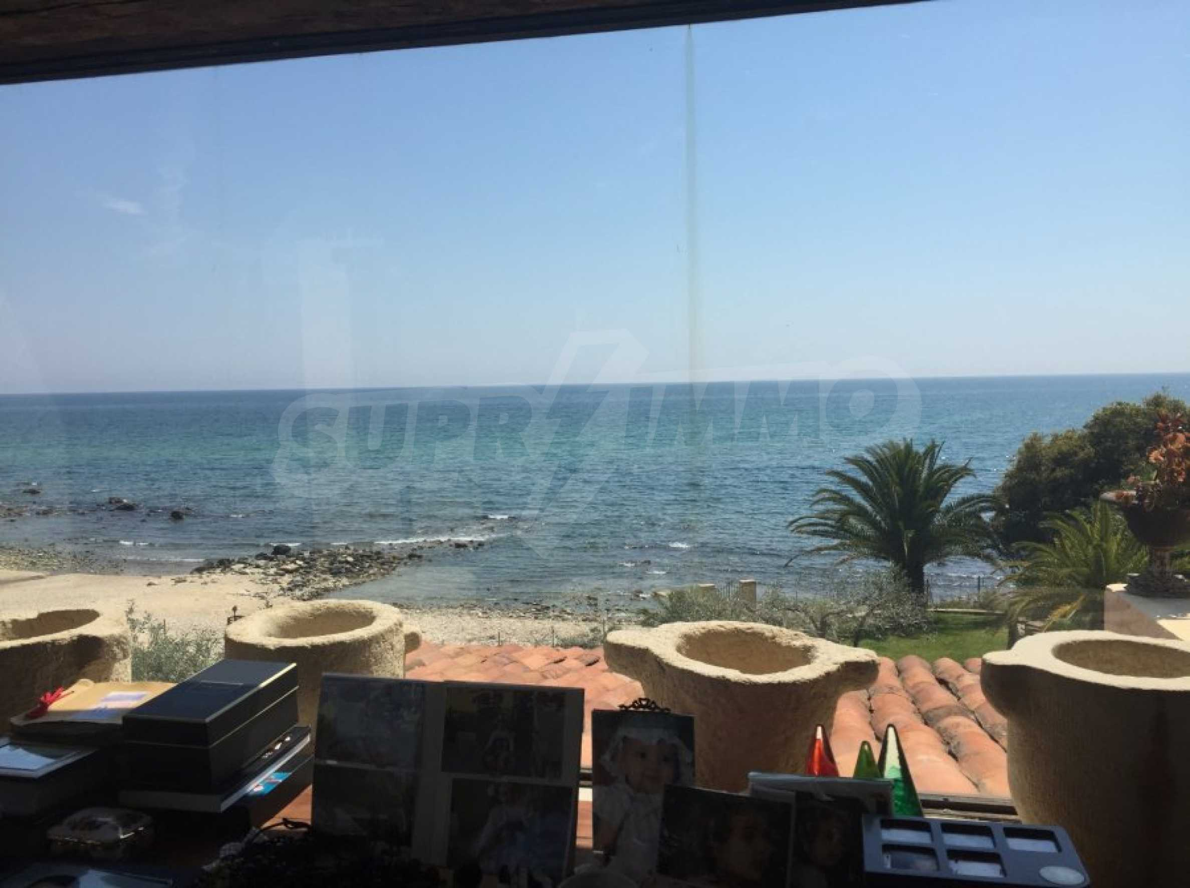 Вила с панорамна гледка към морето 24