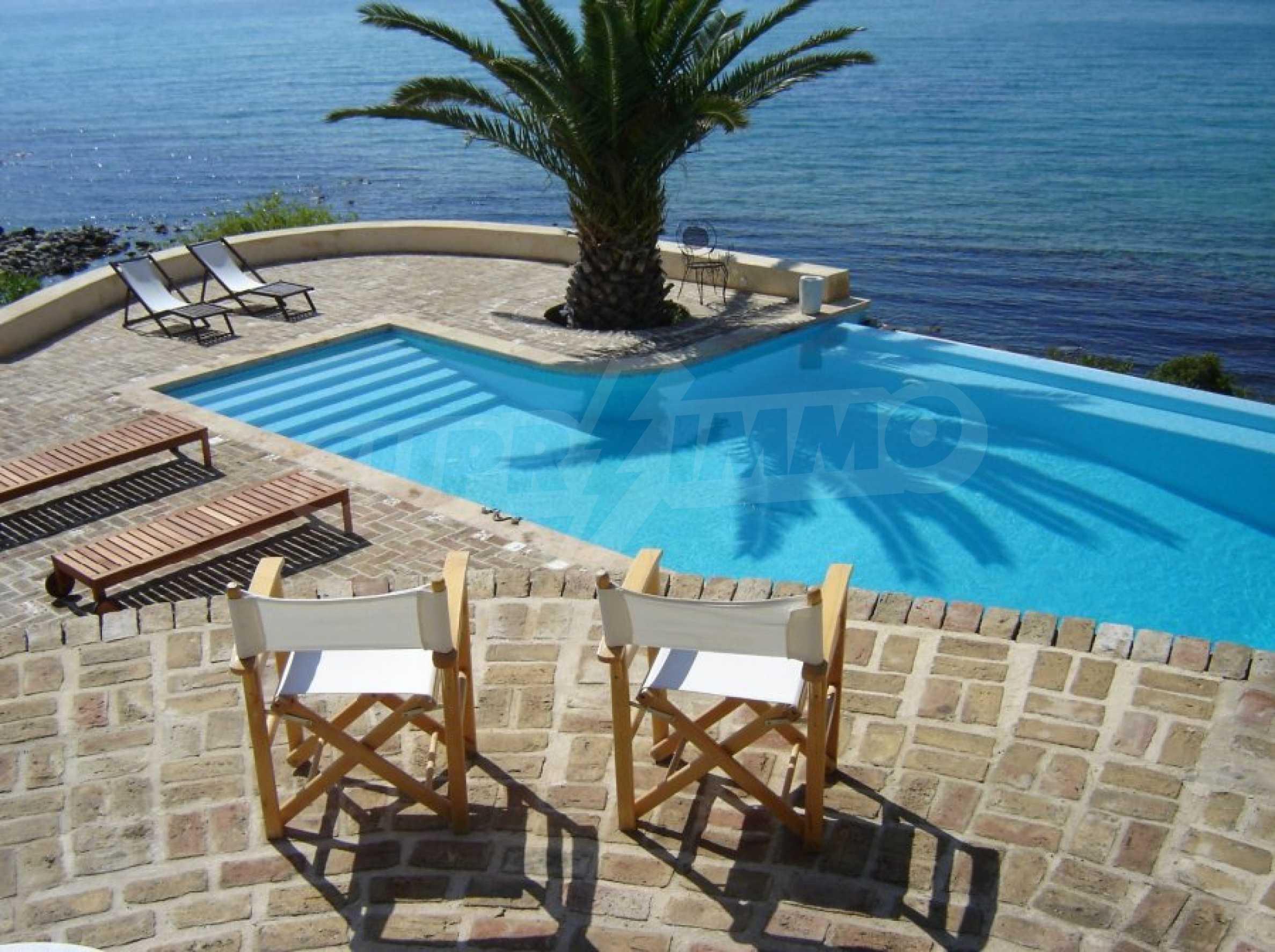 Вила с панорамна гледка към морето 27