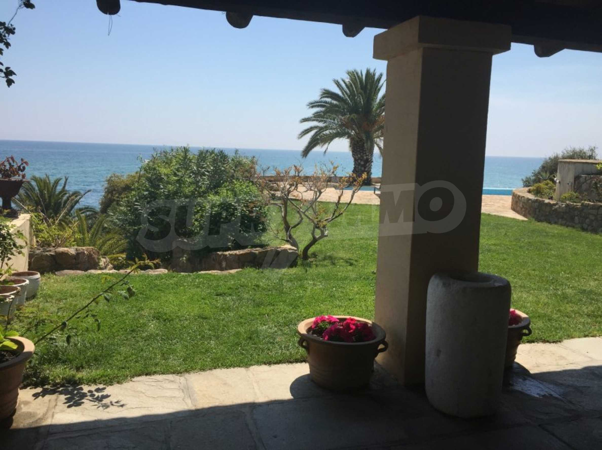 Вила с панорамна гледка към морето 7