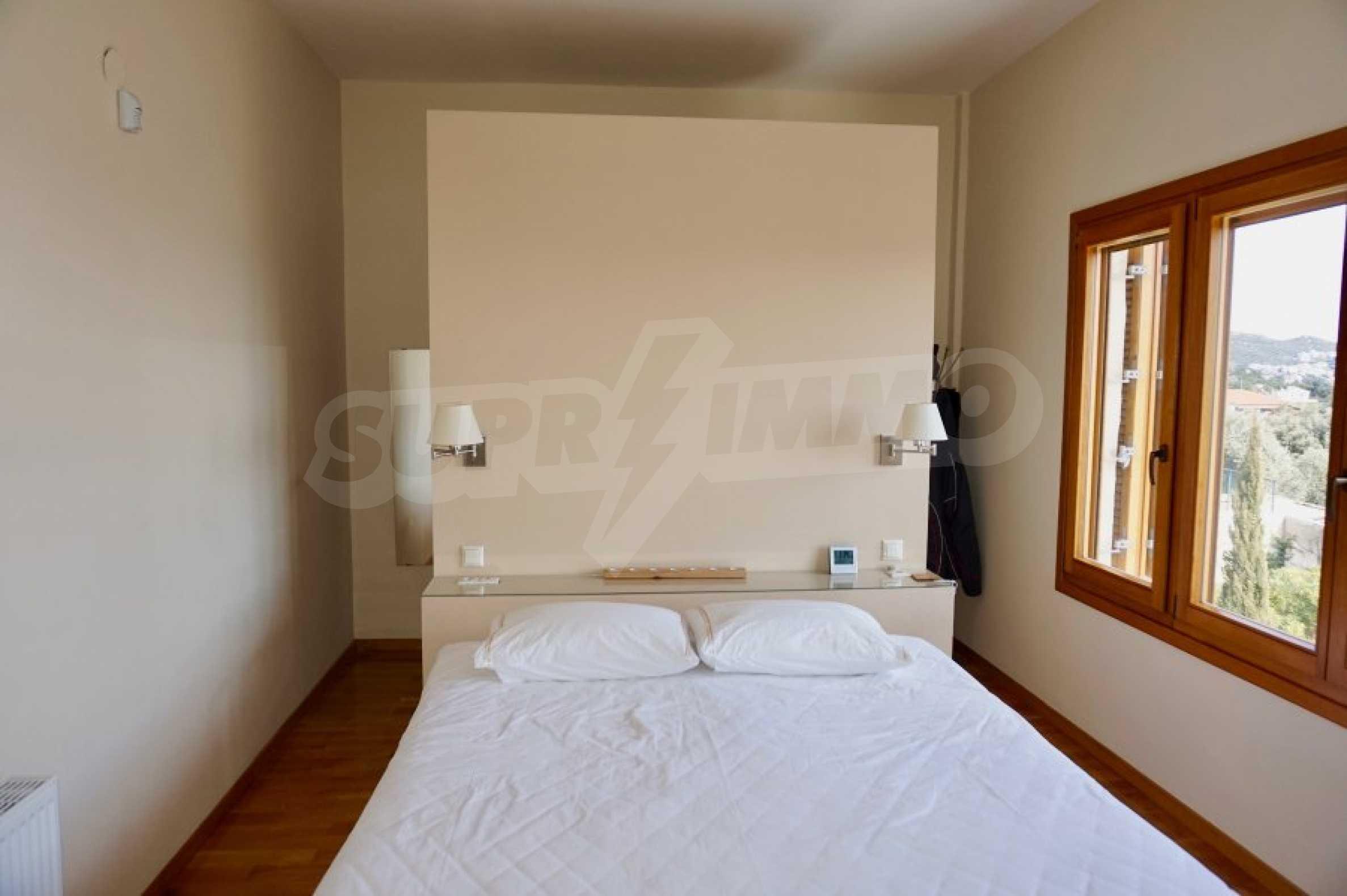 Вила с четири спални, басейн и тенис корт 46