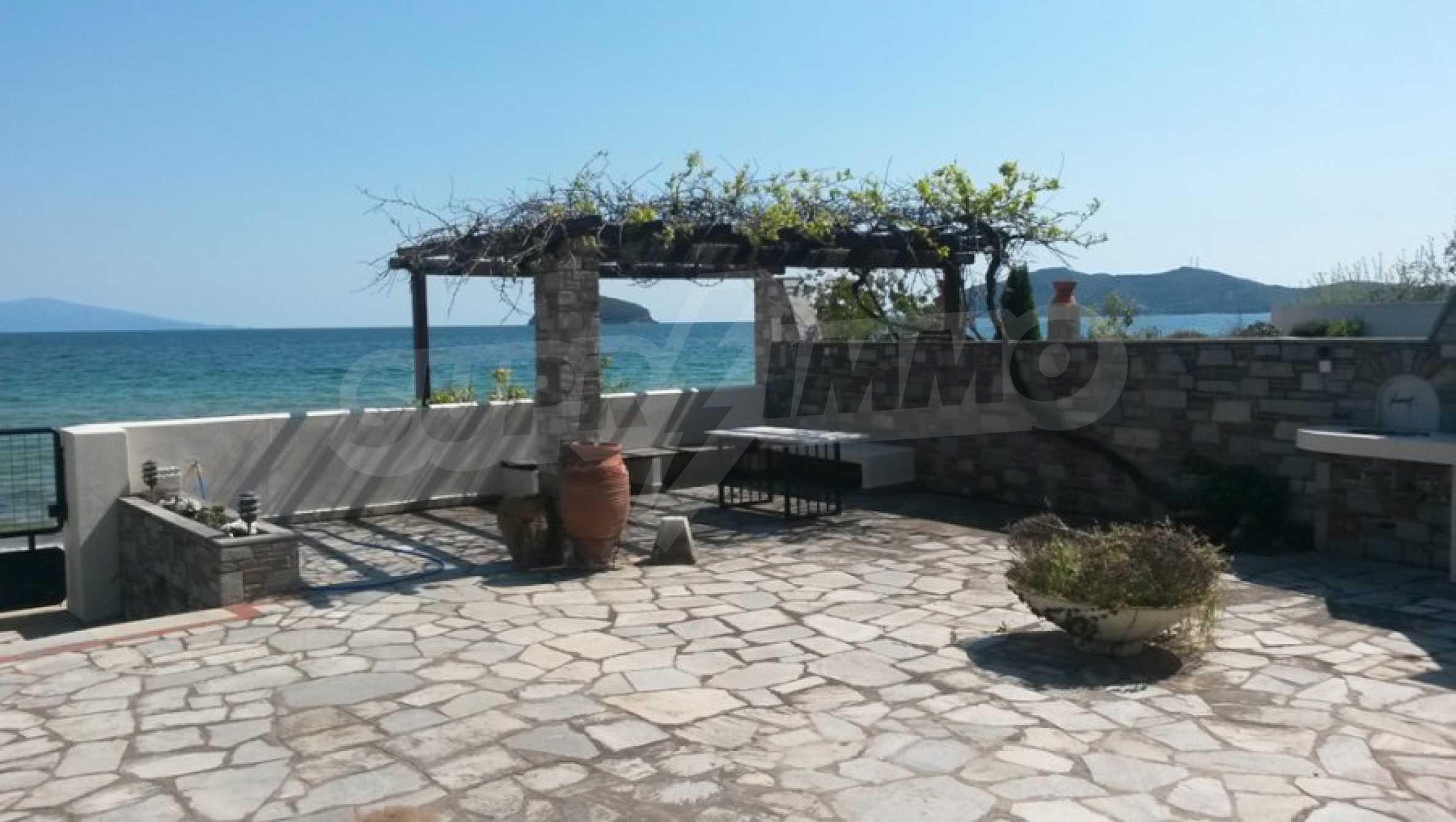 Вила на метри от плажната ивица в Палио 49