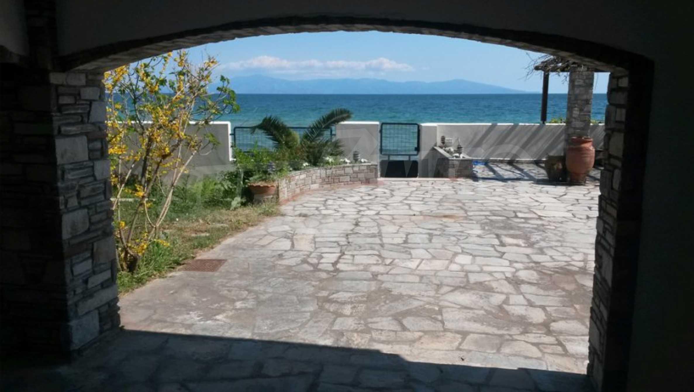 Вила на метри от плажната ивица в Палио 50