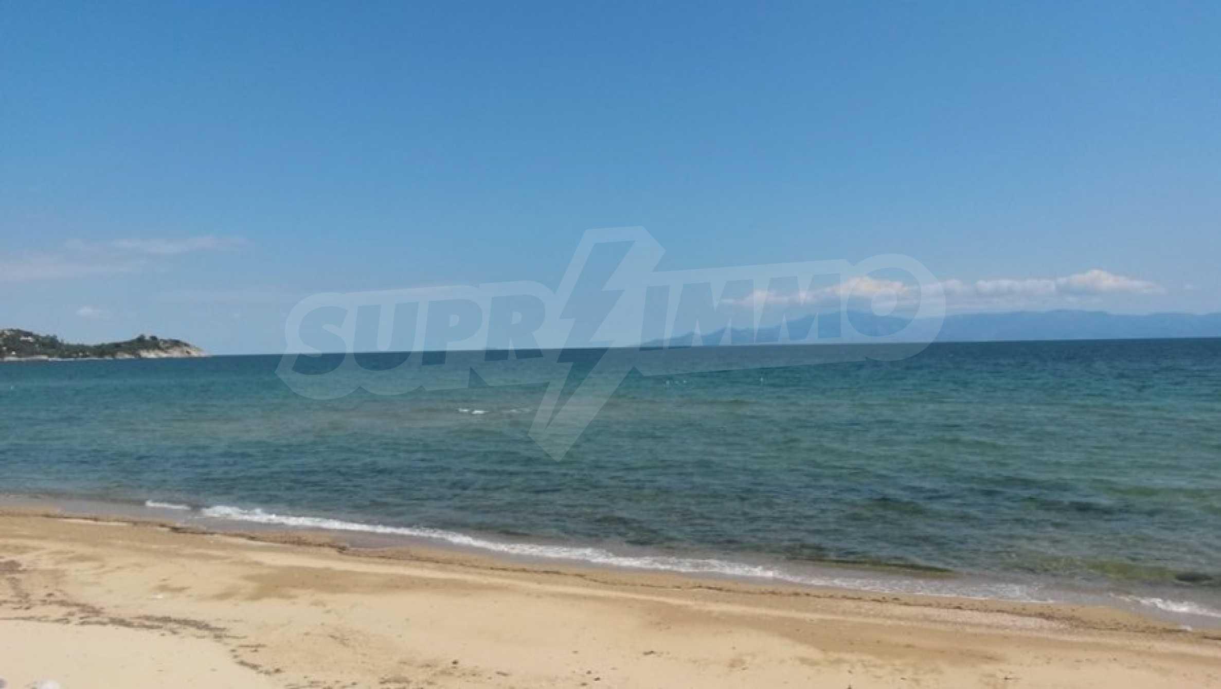 Вила на метри от плажната ивица в Палио 53