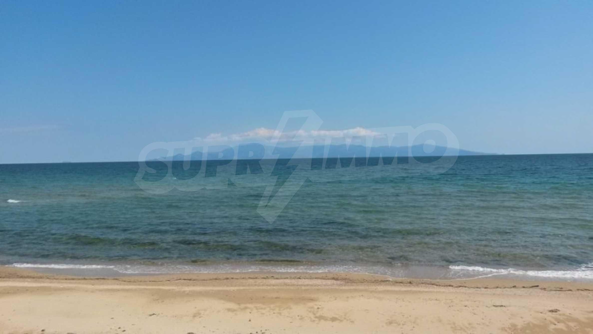 Вила на метри от плажната ивица в Палио 55