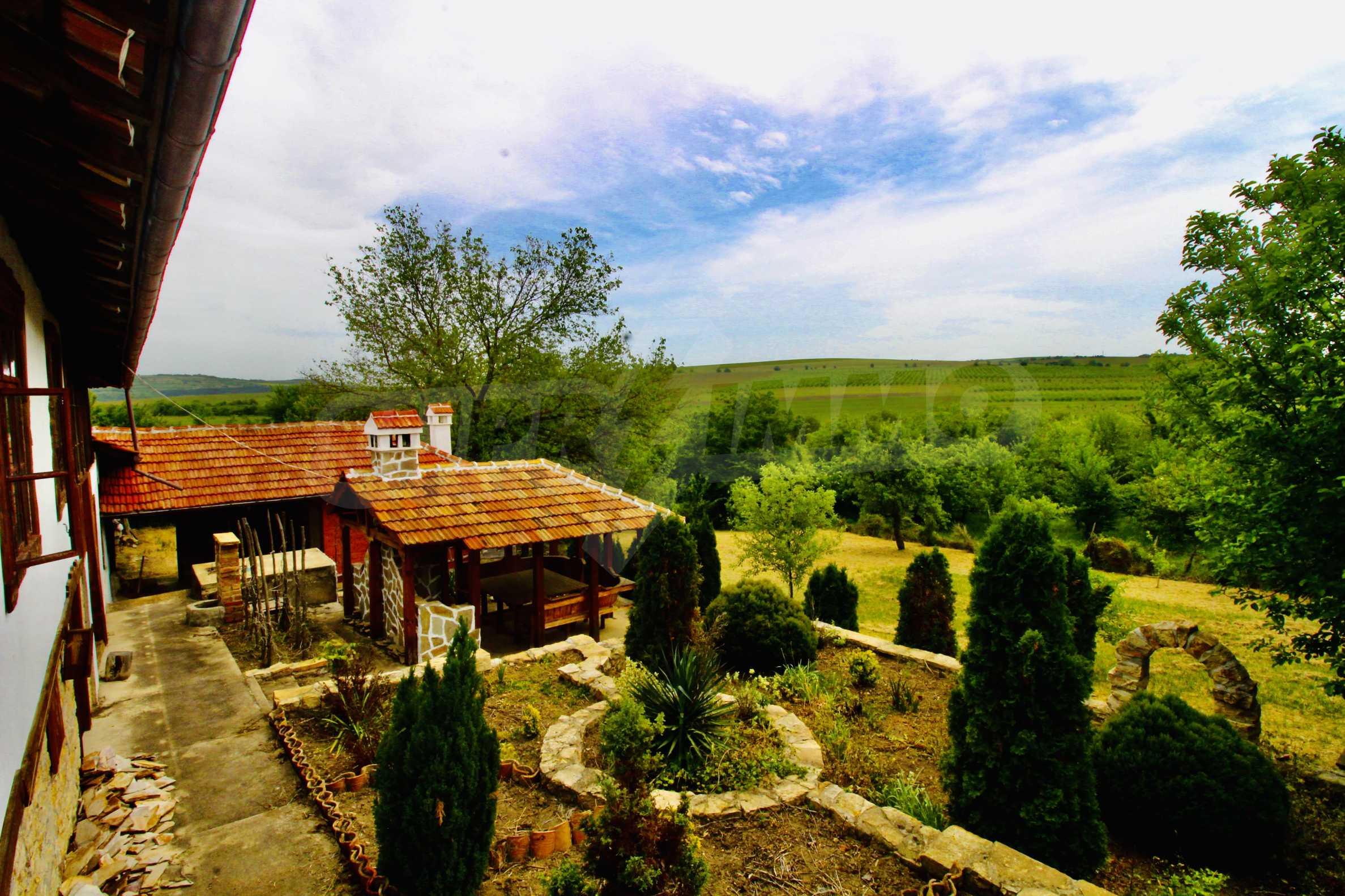 Реновирана къща в село на 45  км от Велико Търново 4