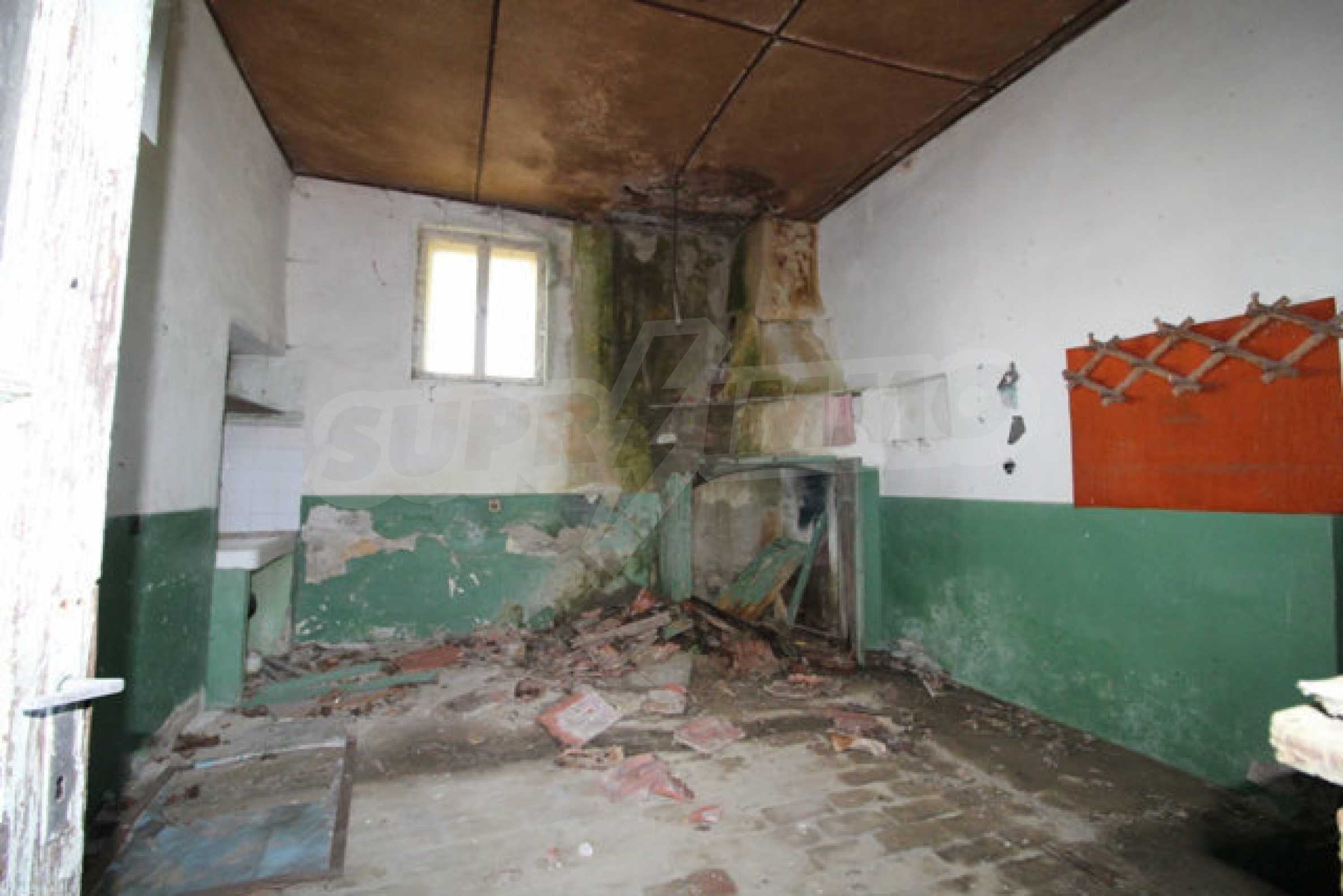 Масивна двуетажна къща в село на 10 км от Велико Търново 10