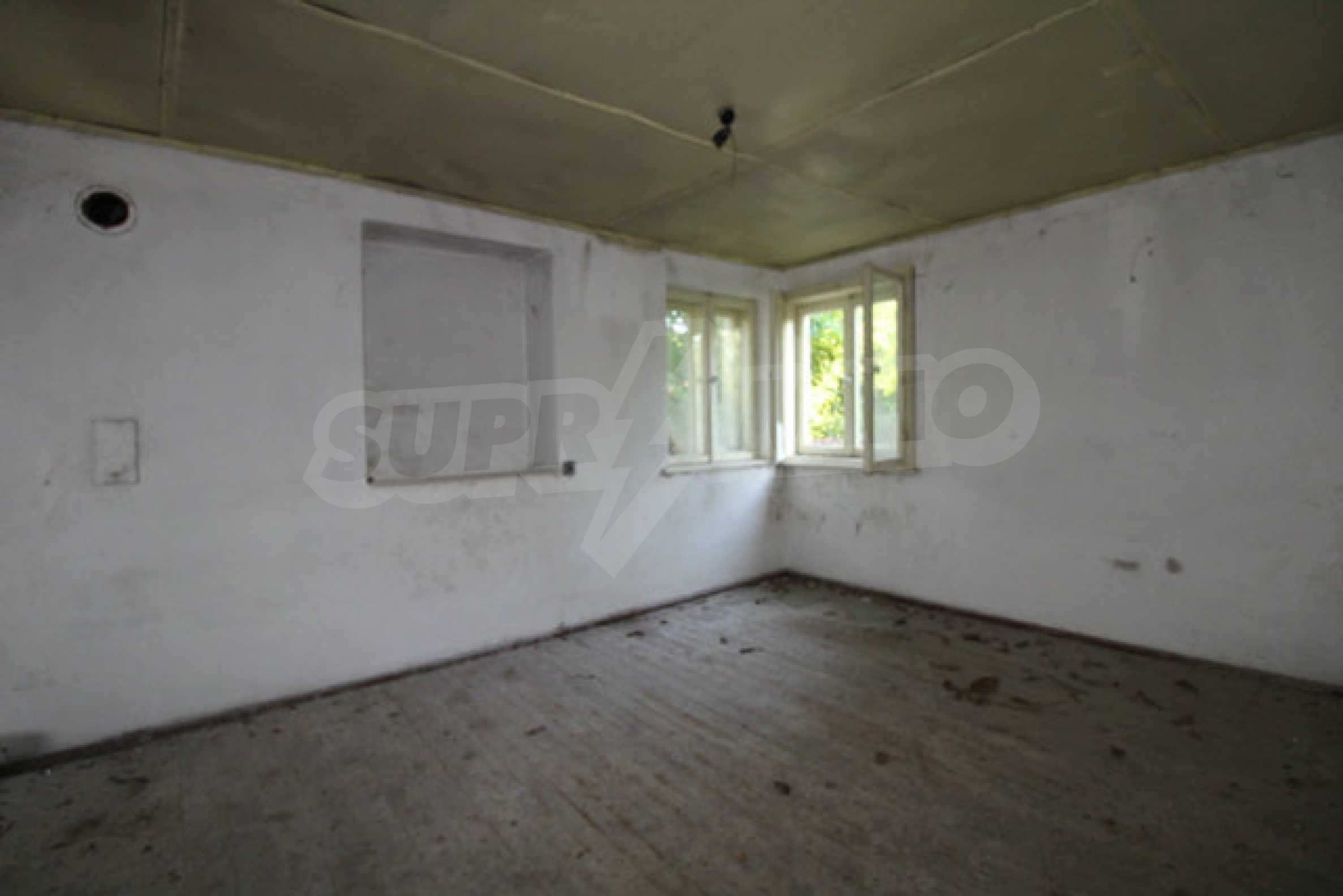 Масивна двуетажна къща в село на 10 км от Велико Търново 15