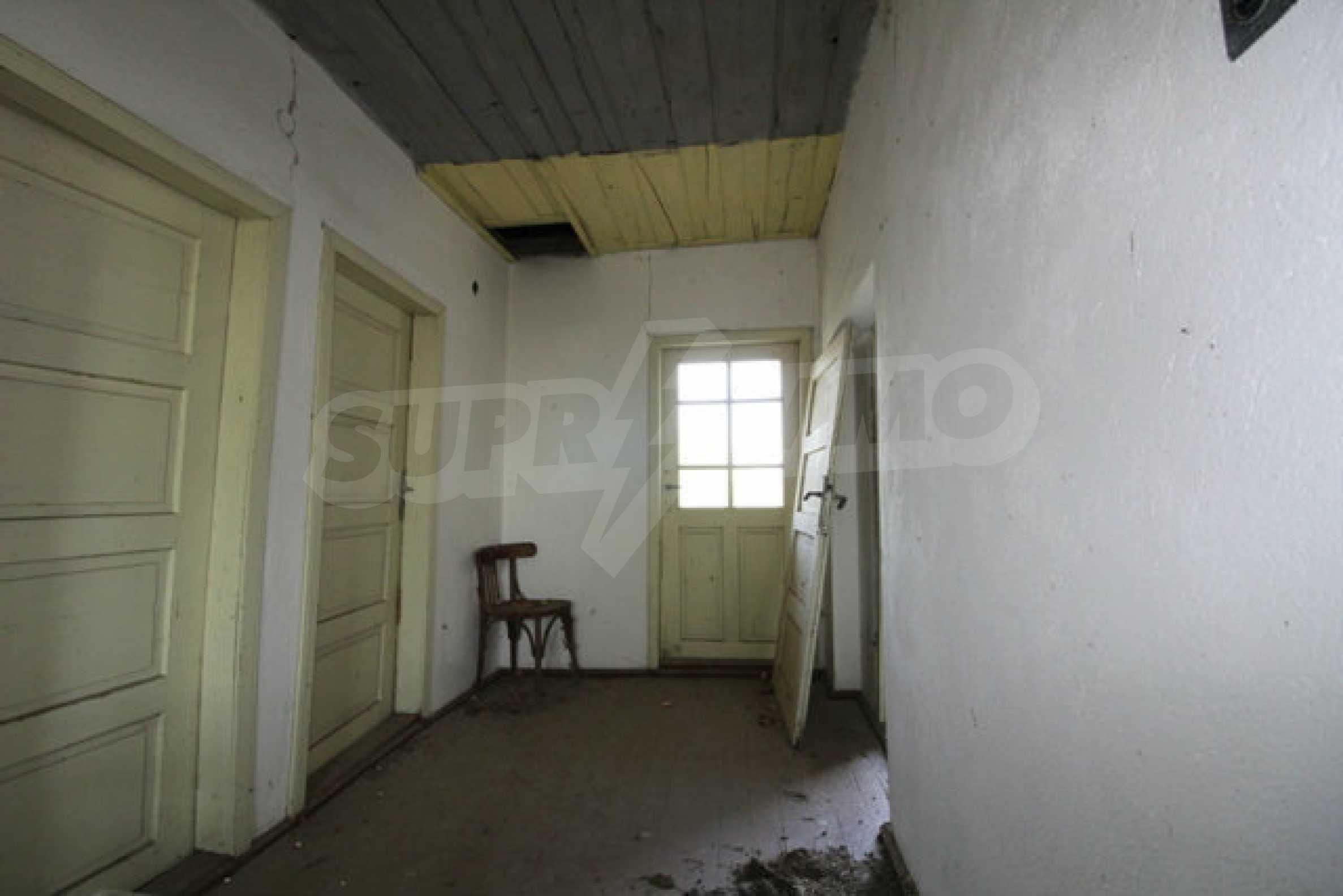 Масивна двуетажна къща в село на 10 км от Велико Търново 19