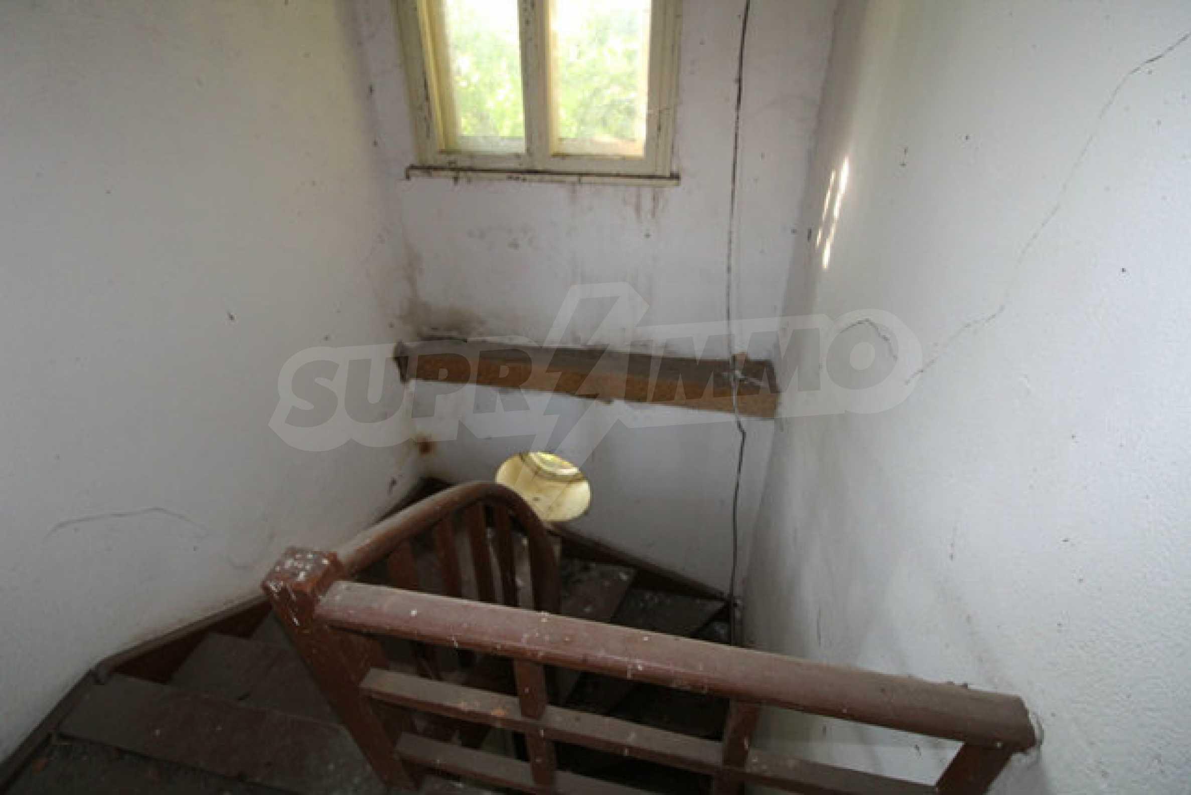 Масивна двуетажна къща в село на 10 км от Велико Търново 20