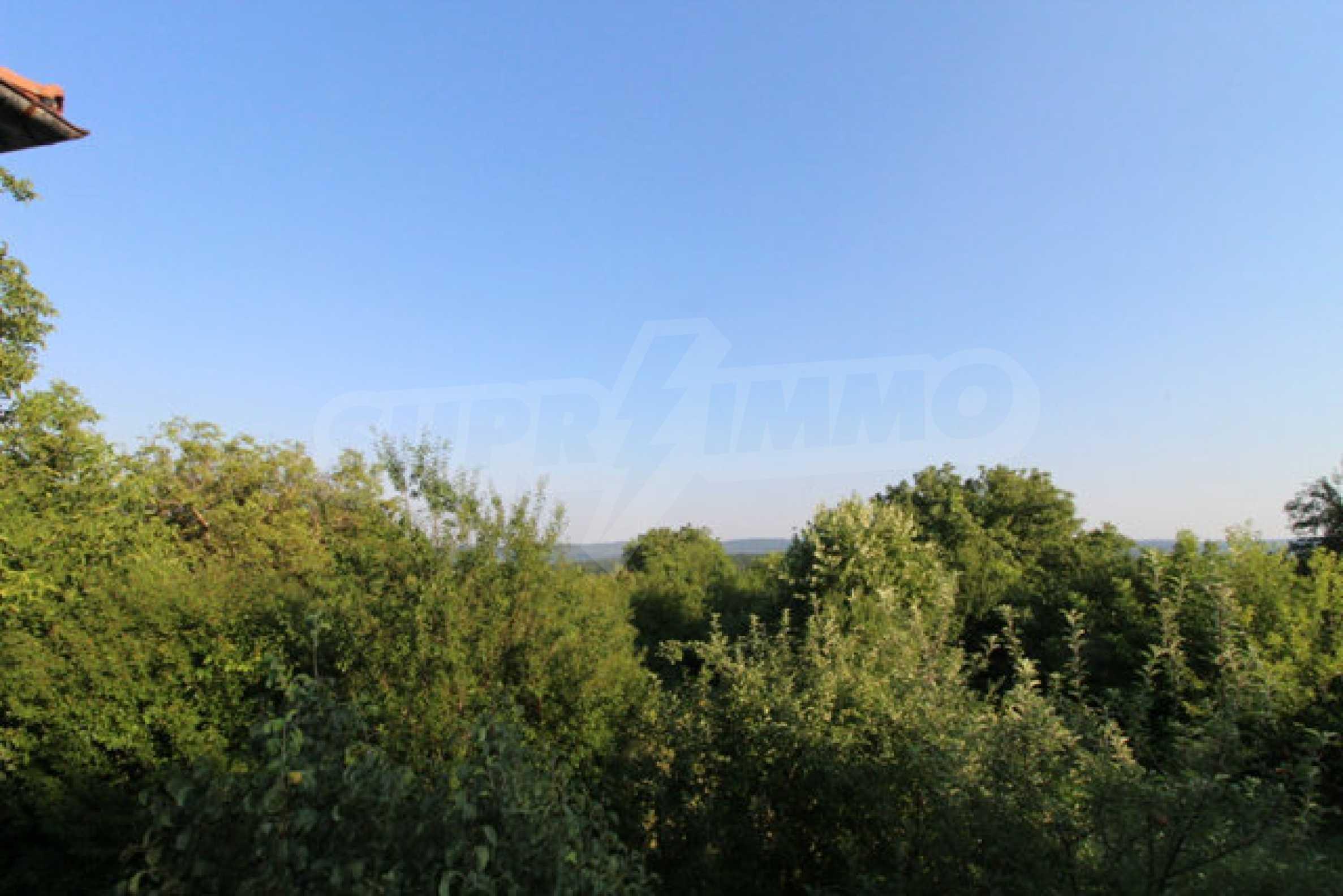 Масивна двуетажна къща в село на 10 км от Велико Търново 30