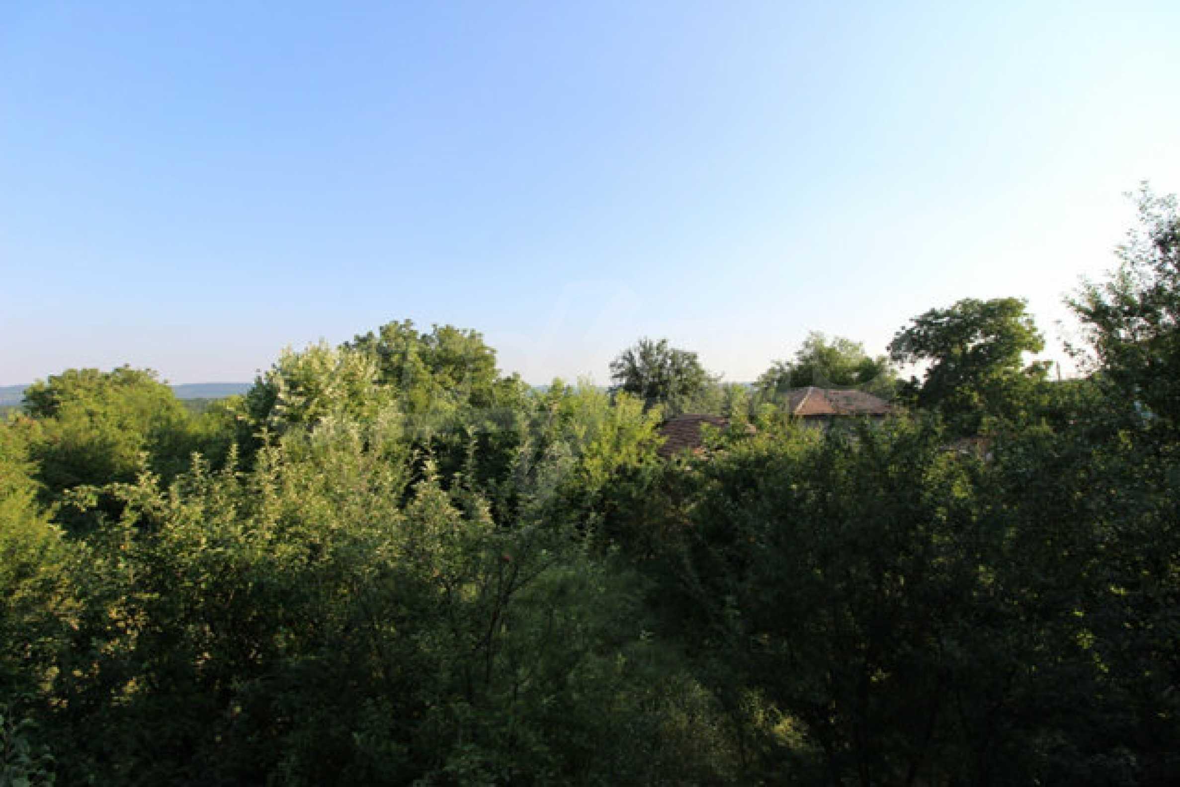 Масивна двуетажна къща в село на 10 км от Велико Търново 31