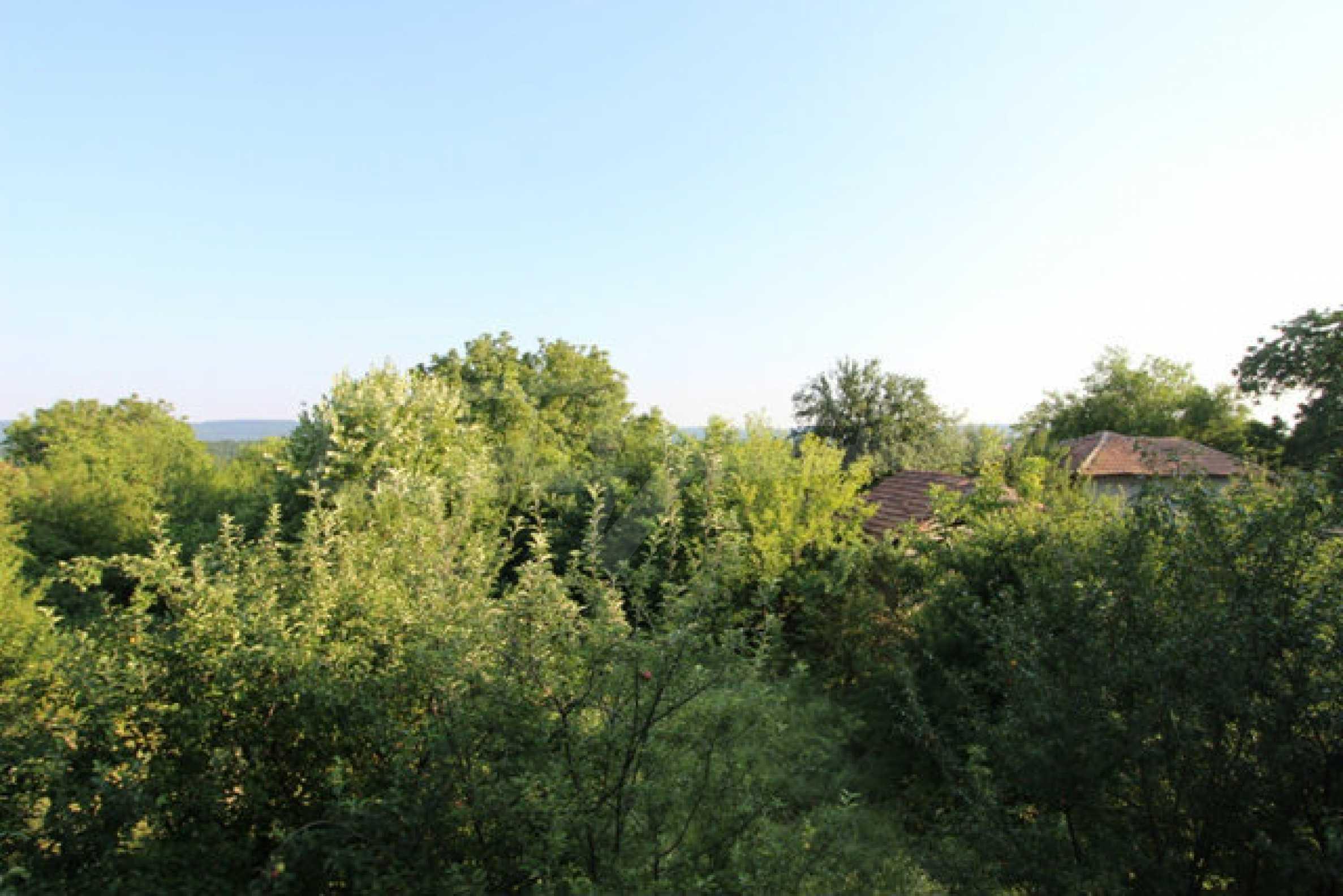 Масивна двуетажна къща в село на 10 км от Велико Търново 32