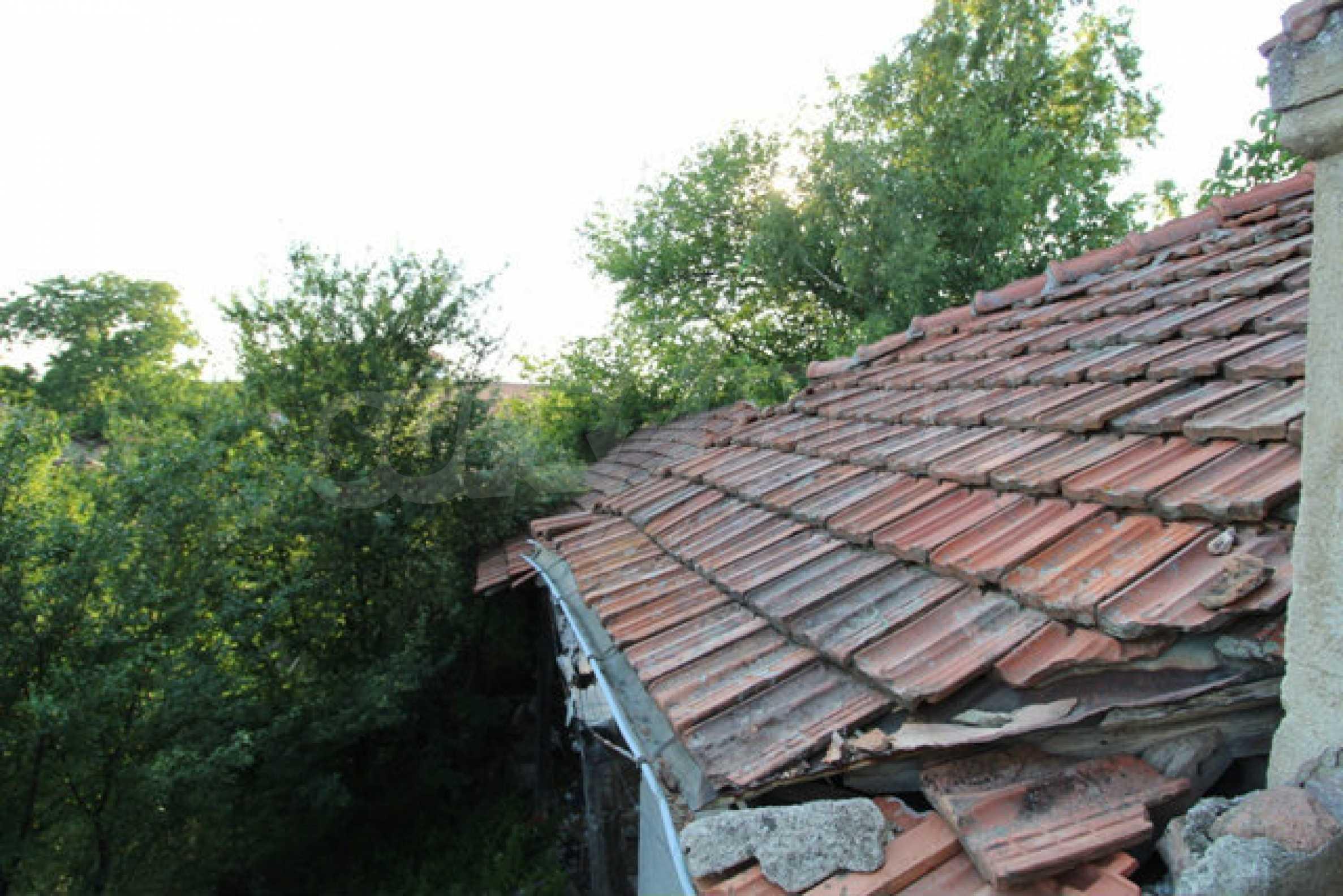 Масивна двуетажна къща в село на 10 км от Велико Търново 33