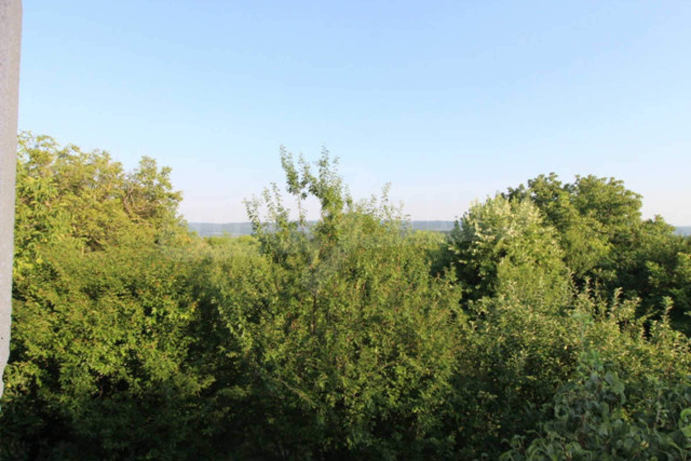 Масивна двуетажна къща в село на 10 км от Велико Търново 34