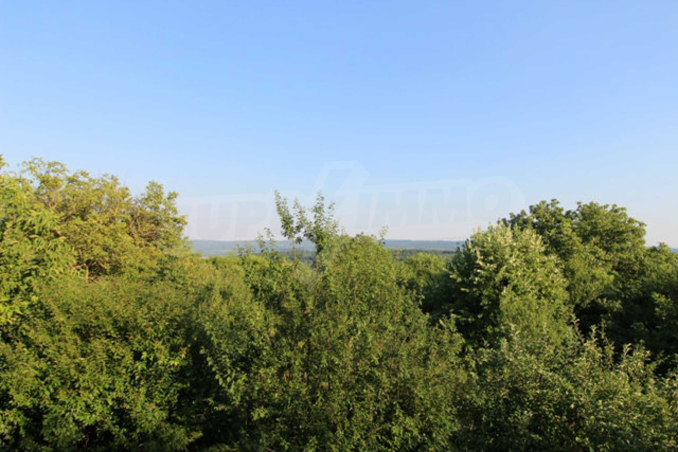 Масивна двуетажна къща в село на 10 км от Велико Търново 35