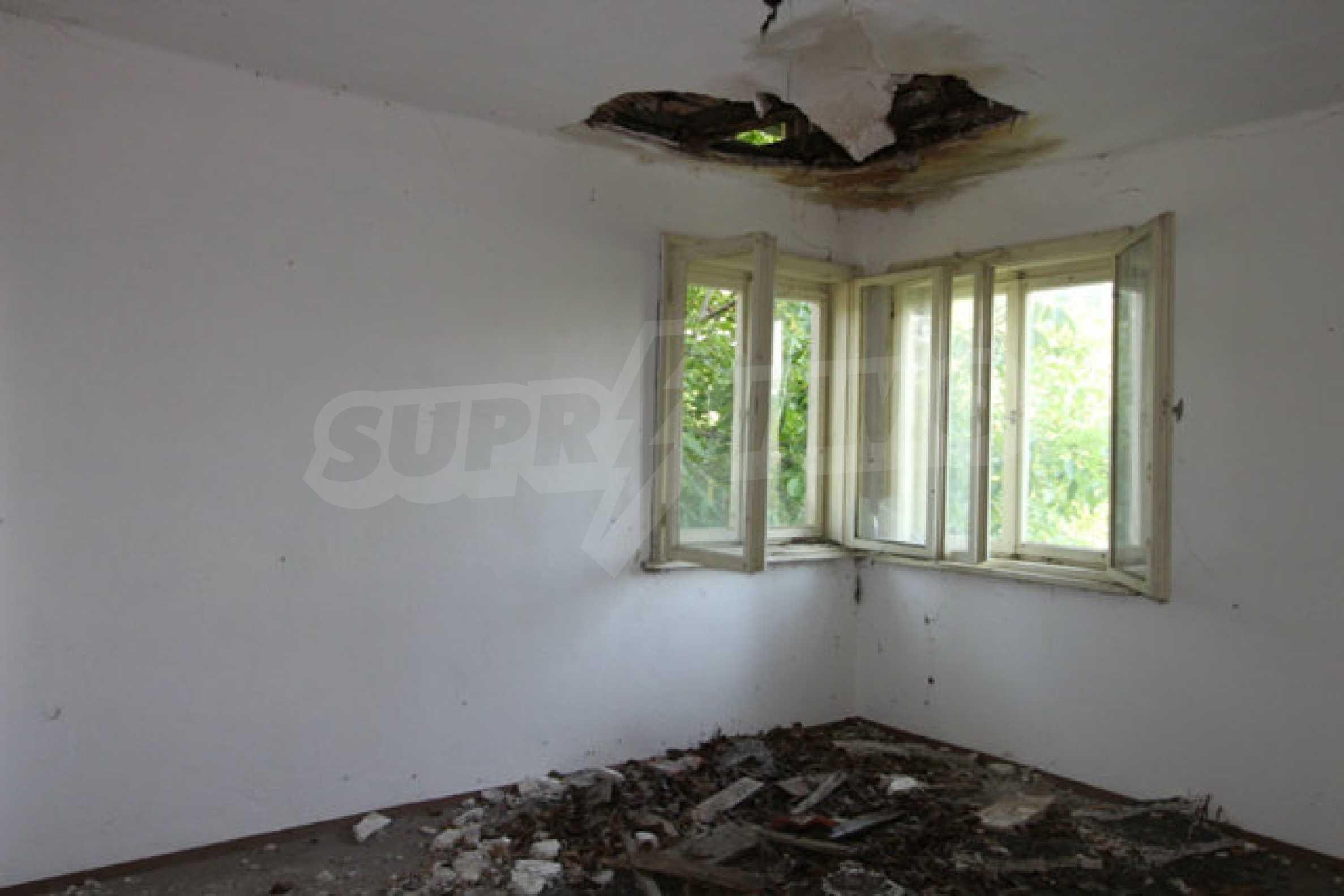 Масивна двуетажна къща в село на 10 км от Велико Търново 37