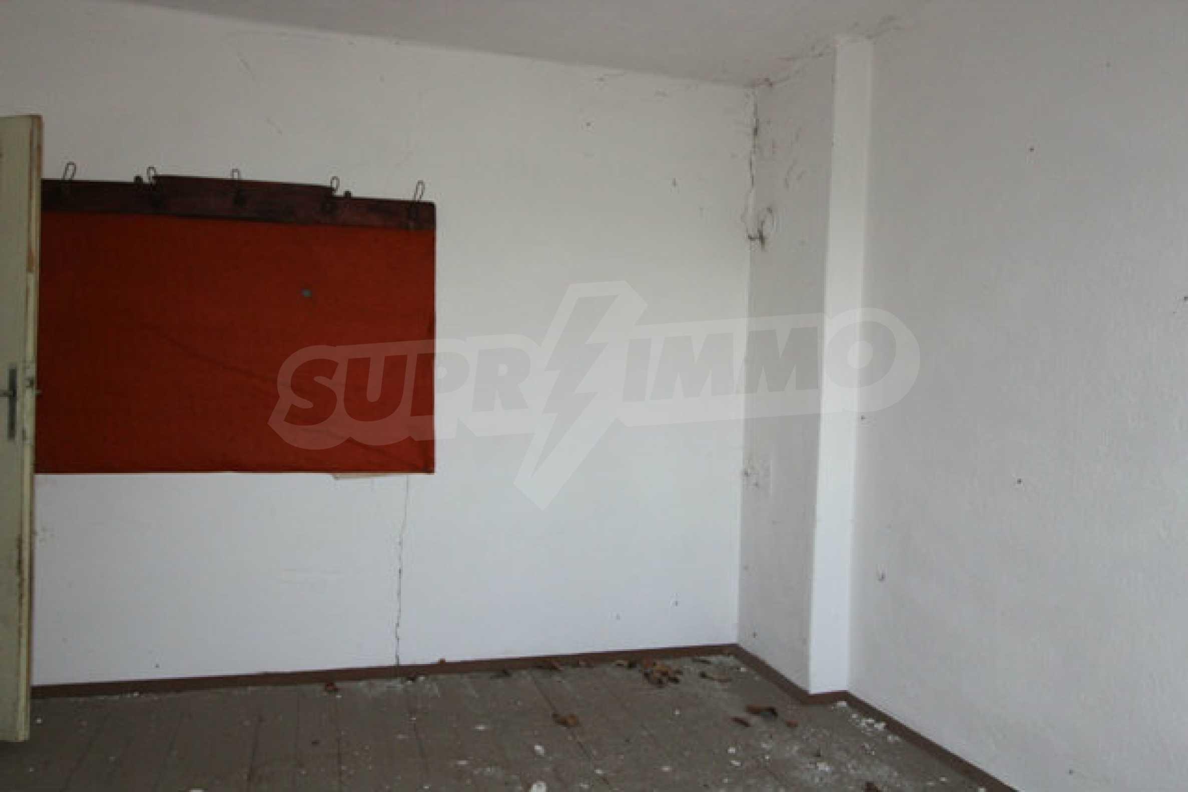 Масивна двуетажна къща в село на 10 км от Велико Търново 39