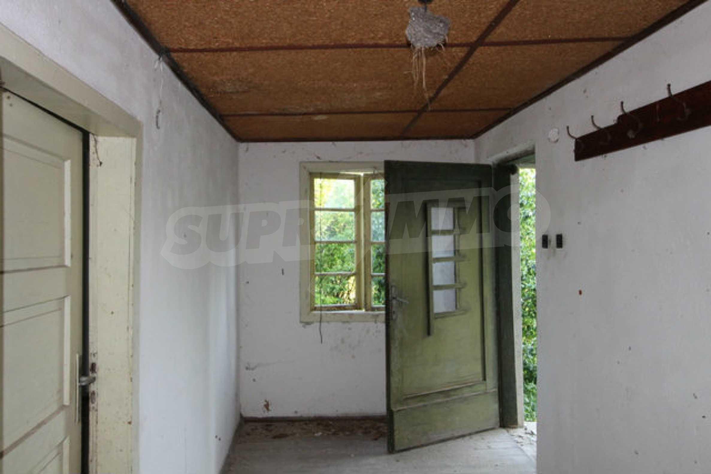 Масивна двуетажна къща в село на 10 км от Велико Търново 40