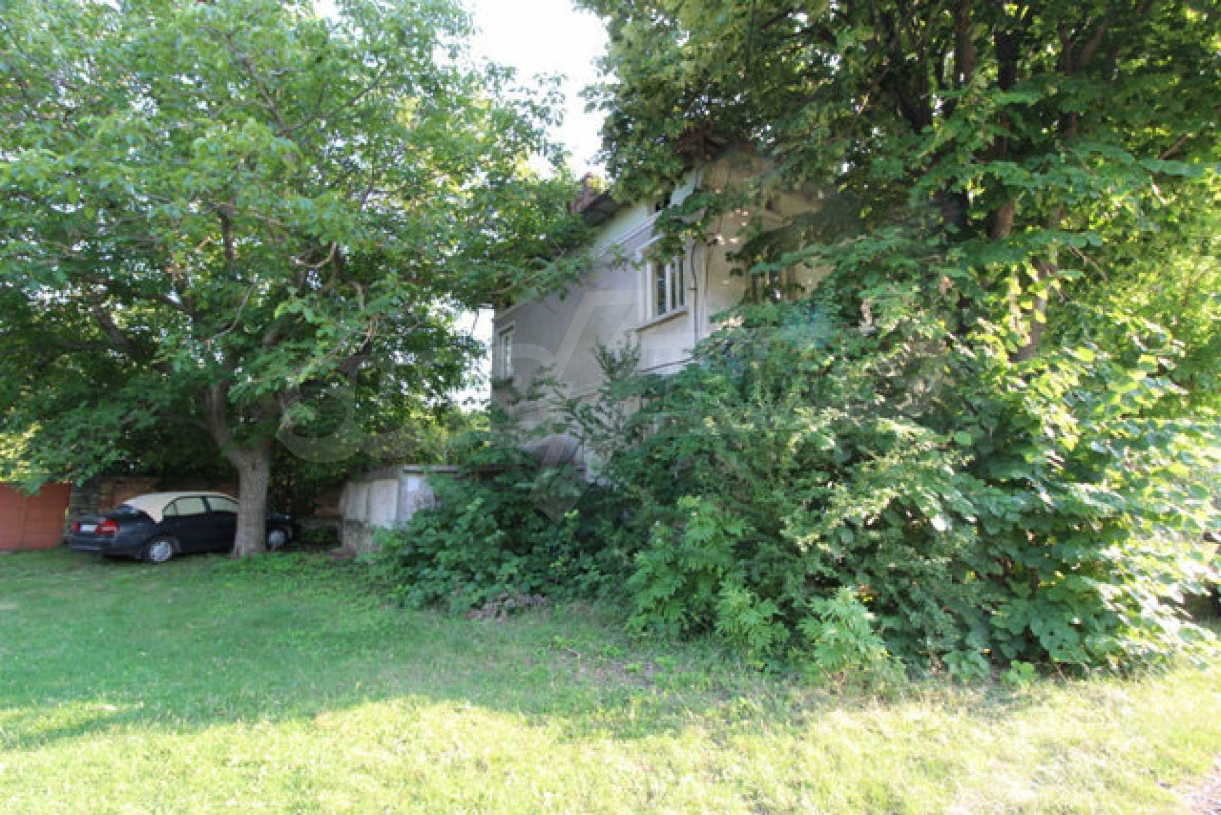 Масивна двуетажна къща в село на 10 км от Велико Търново 41