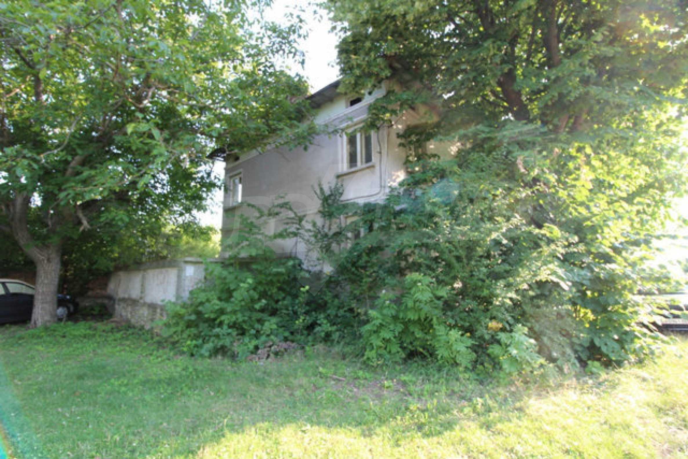 Масивна двуетажна къща в село на 10 км от Велико Търново 42