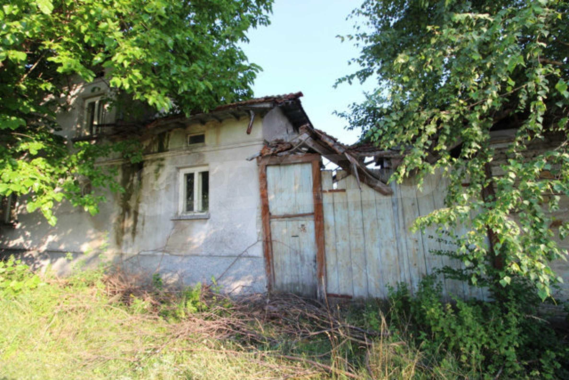 Масивна двуетажна къща в село на 10 км от Велико Търново 43