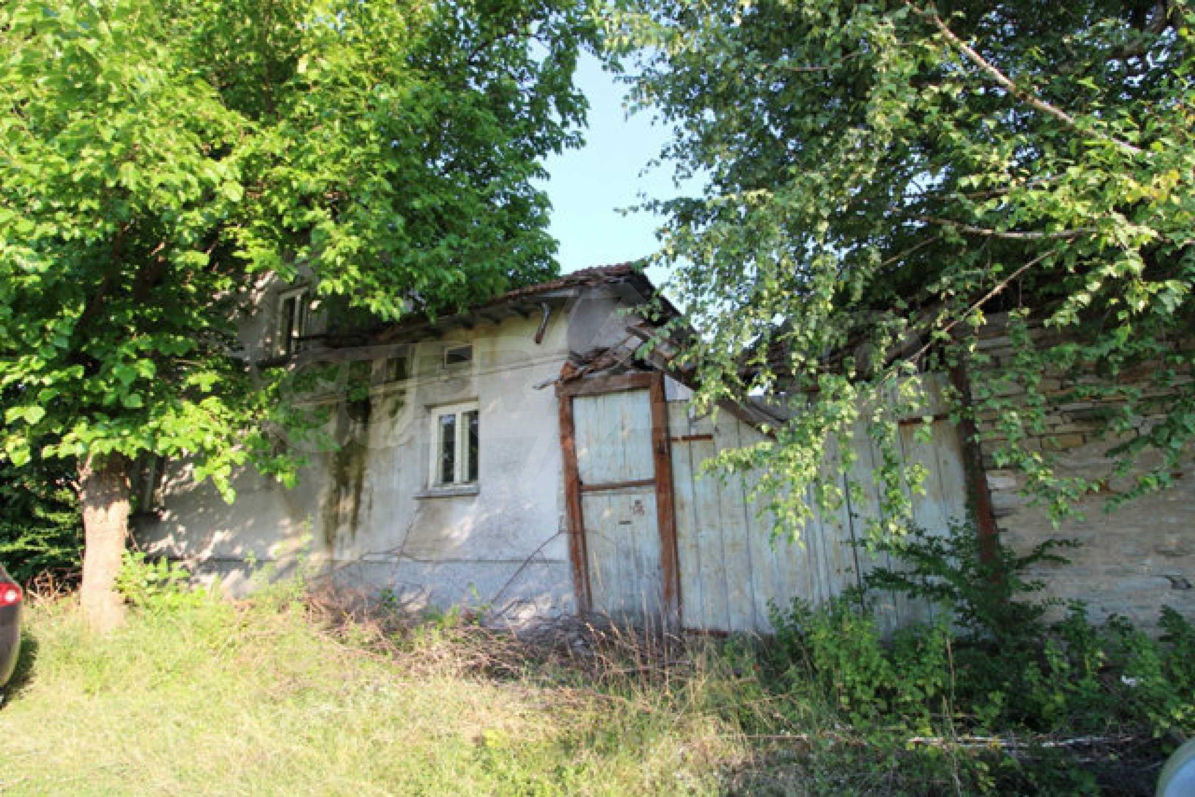 Масивна двуетажна къща в село на 10 км от Велико Търново 44