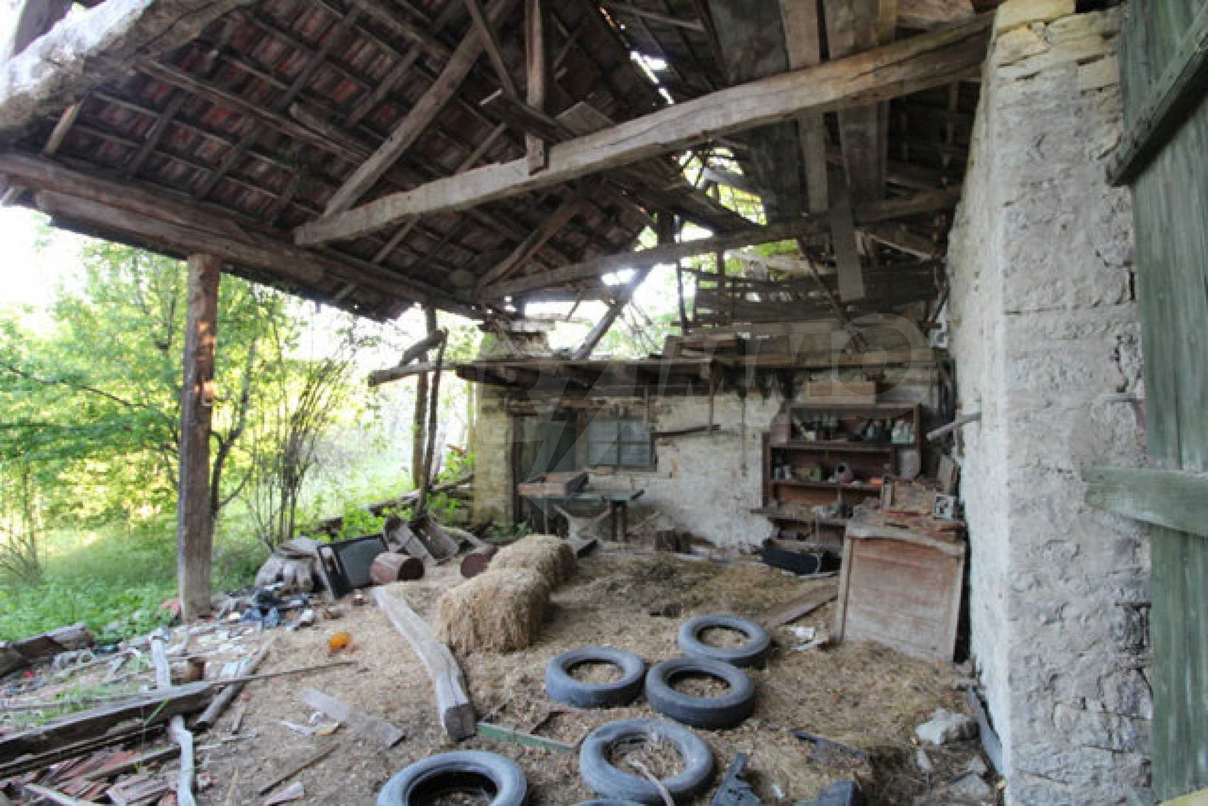 Масивна двуетажна къща в село на 10 км от Велико Търново 45