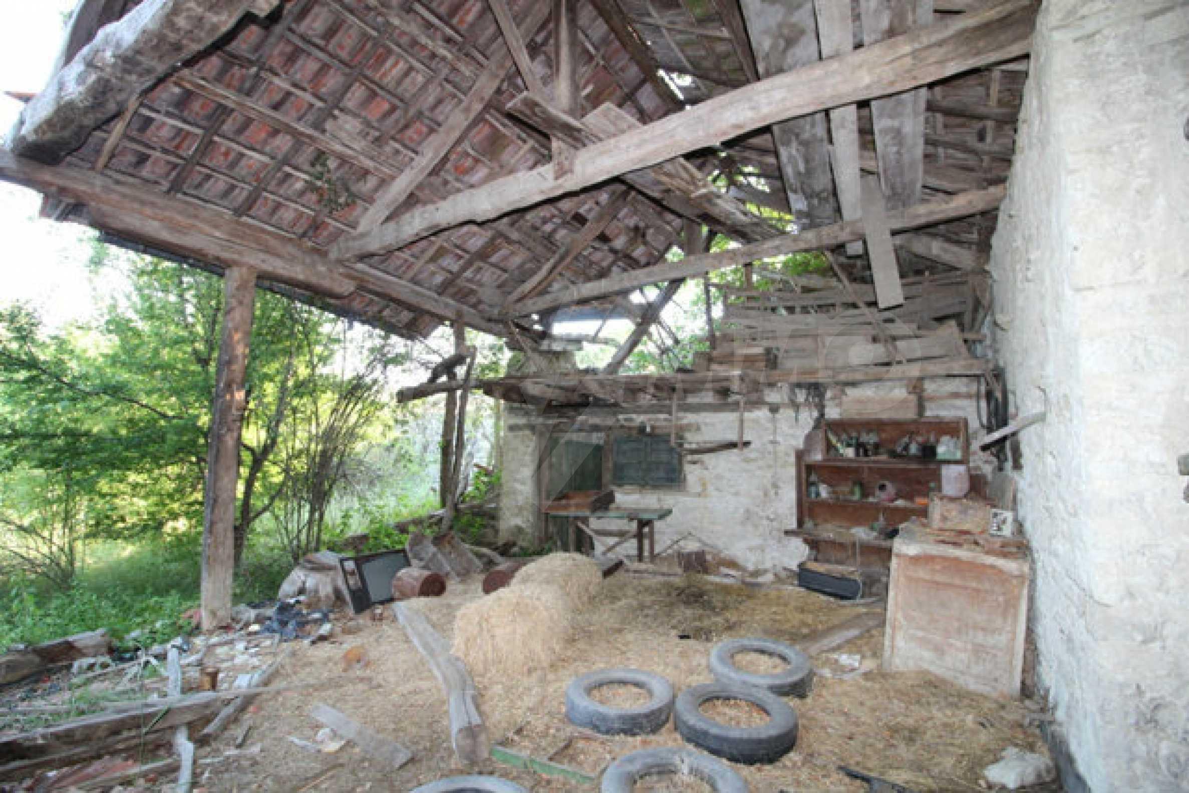 Масивна двуетажна къща в село на 10 км от Велико Търново 47