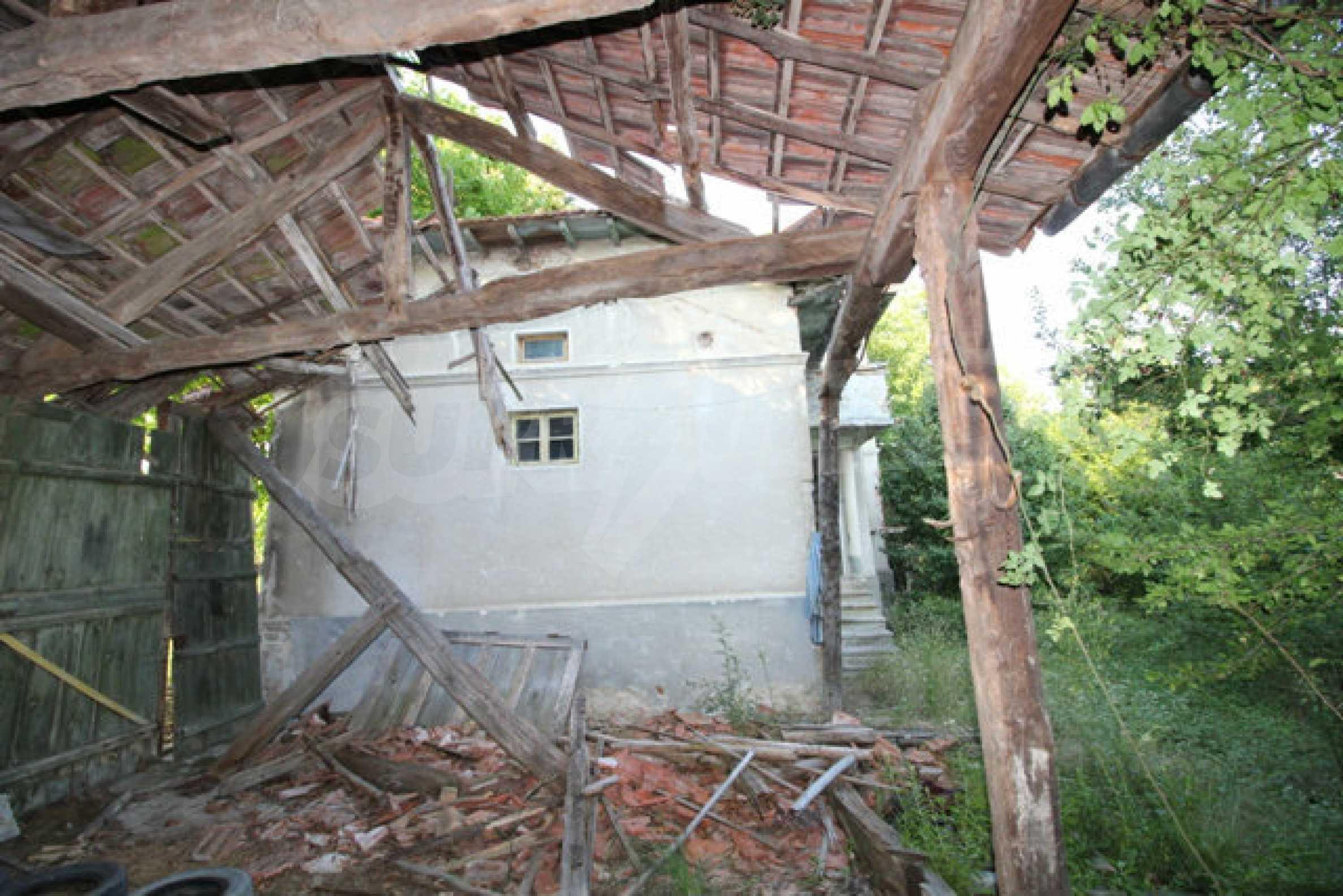 Масивна двуетажна къща в село на 10 км от Велико Търново 48