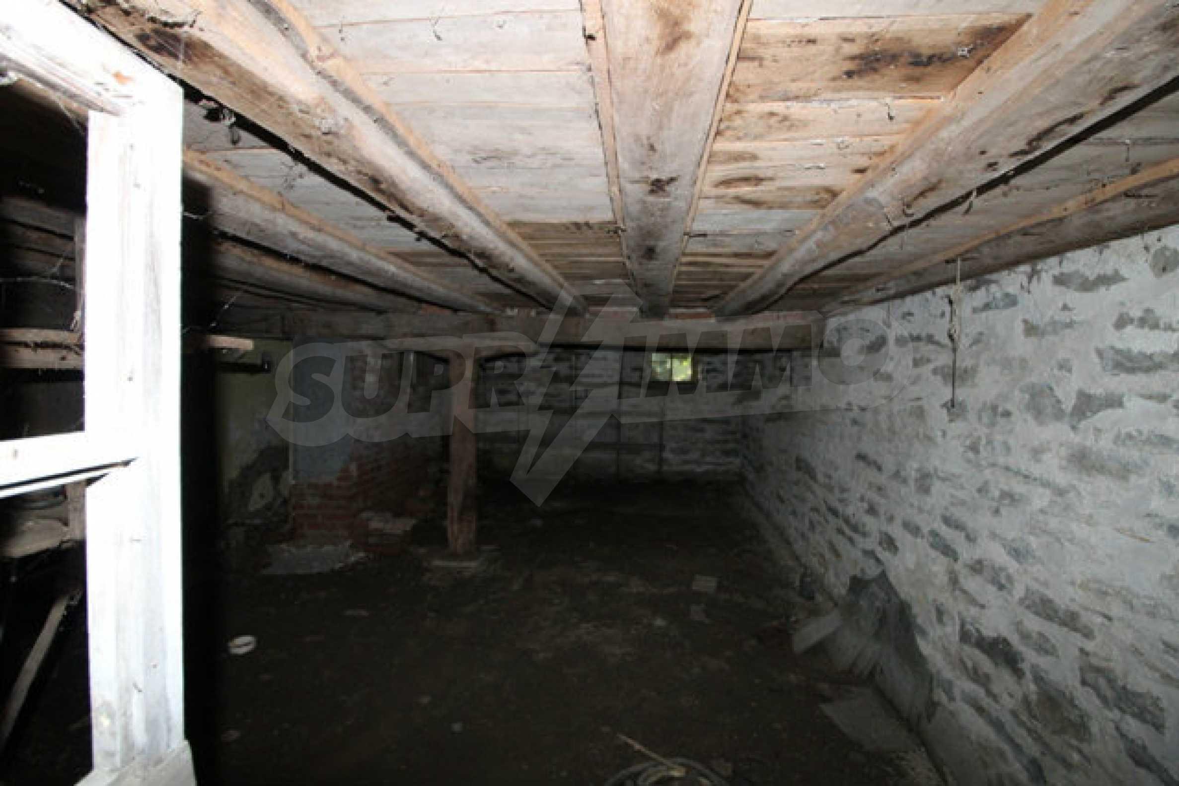 Масивна двуетажна къща в село на 10 км от Велико Търново 4